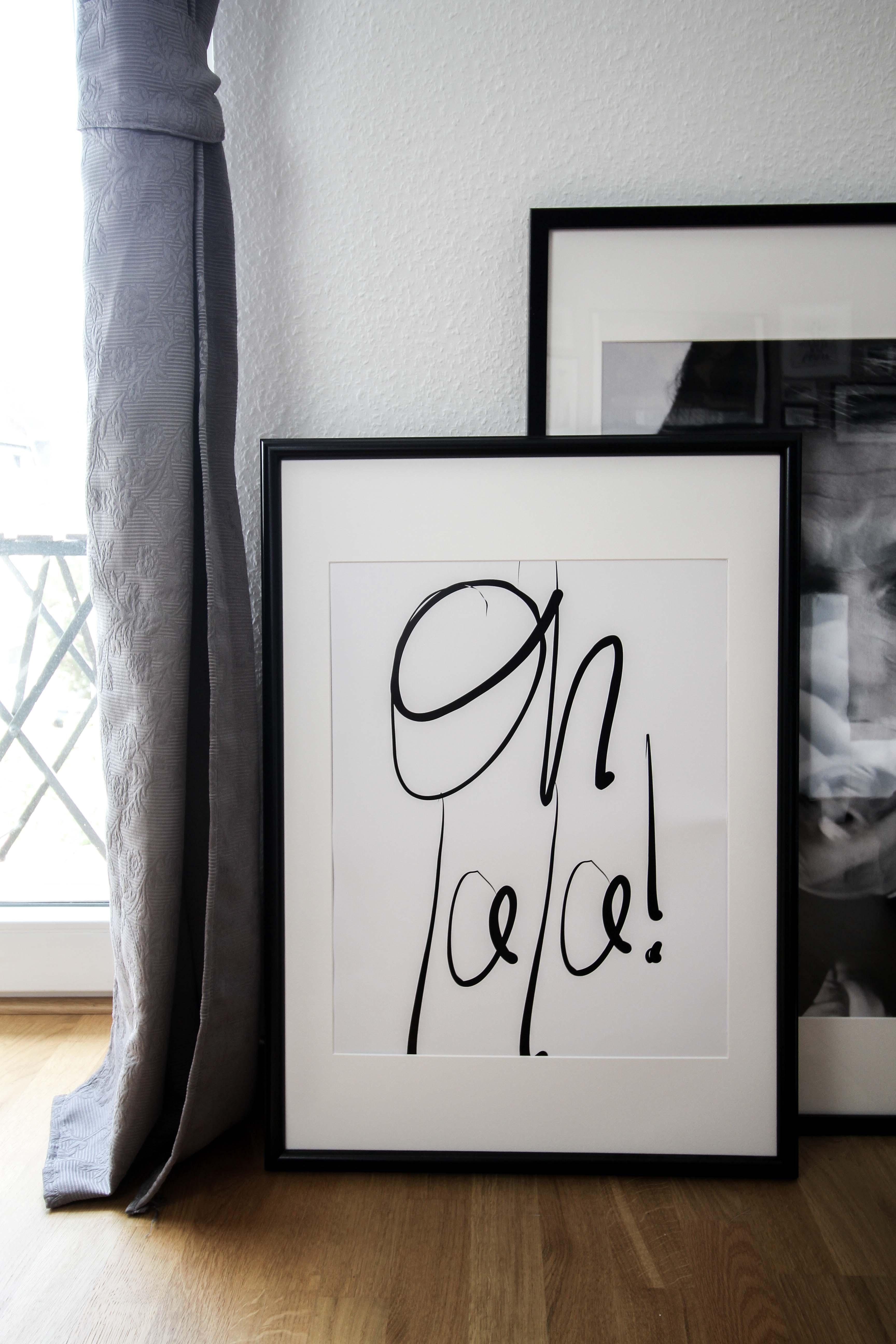 Interior Update Minimalistische Schwarz Weiß Fotografie Poster Posterlounge Einrichtung Oh la la Bild Wohnzimmer James Bond 007