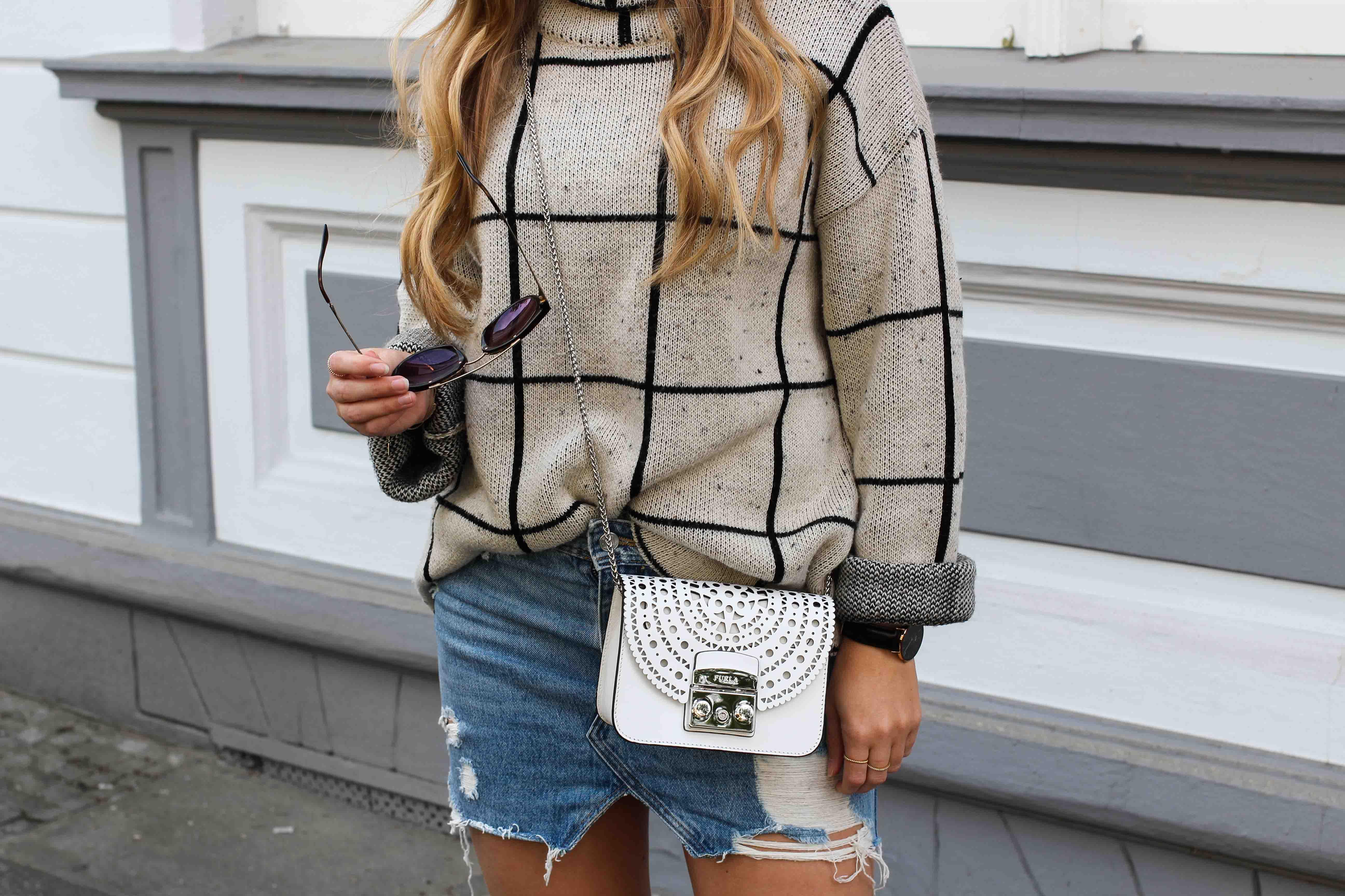 Prada Sonnenbrille Gold Jeansrock kombinieren Sommertasche Furla Metropolis weiß Bolero Mini Crossbody Streetstyle Modeblog Bonn Outfit 9