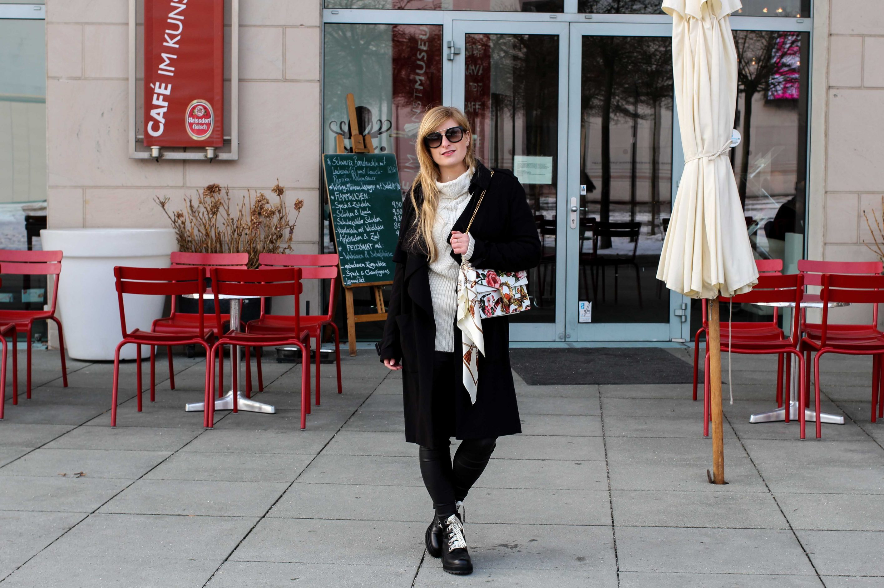 Schnürboots Zara Schnürsenkel Gucci Dionysus Garden Print Frühlingslook kältere Tage schwarze Lederleggins Modeblogger Bonn