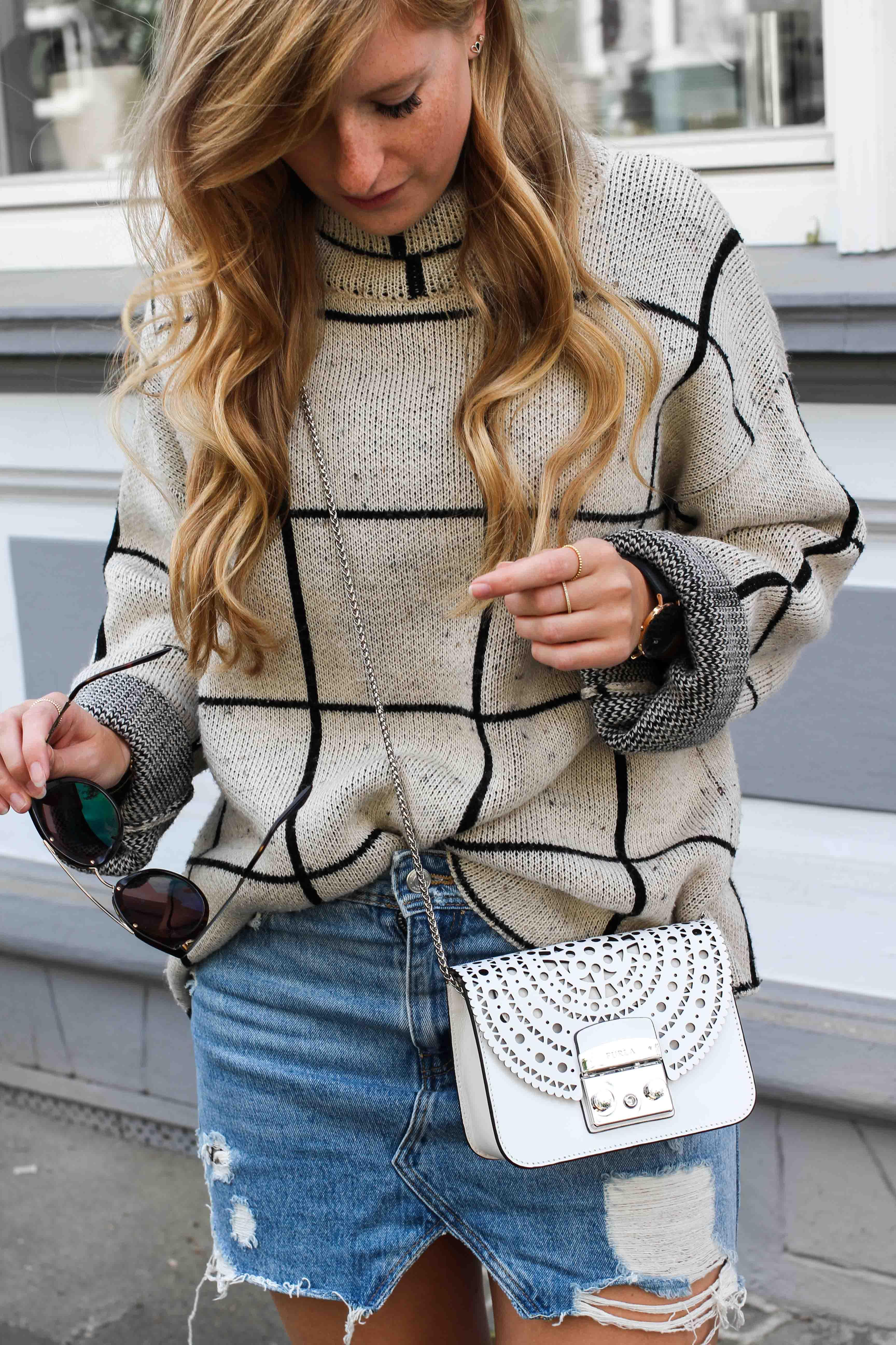 warmer Frühlingslook Rollkragenpullover Jeansrock kombinieren Sommertasche Furla Metropolis weiß Bolero Mini Crossbody Streetstyle Modeblog Bonn Outfit