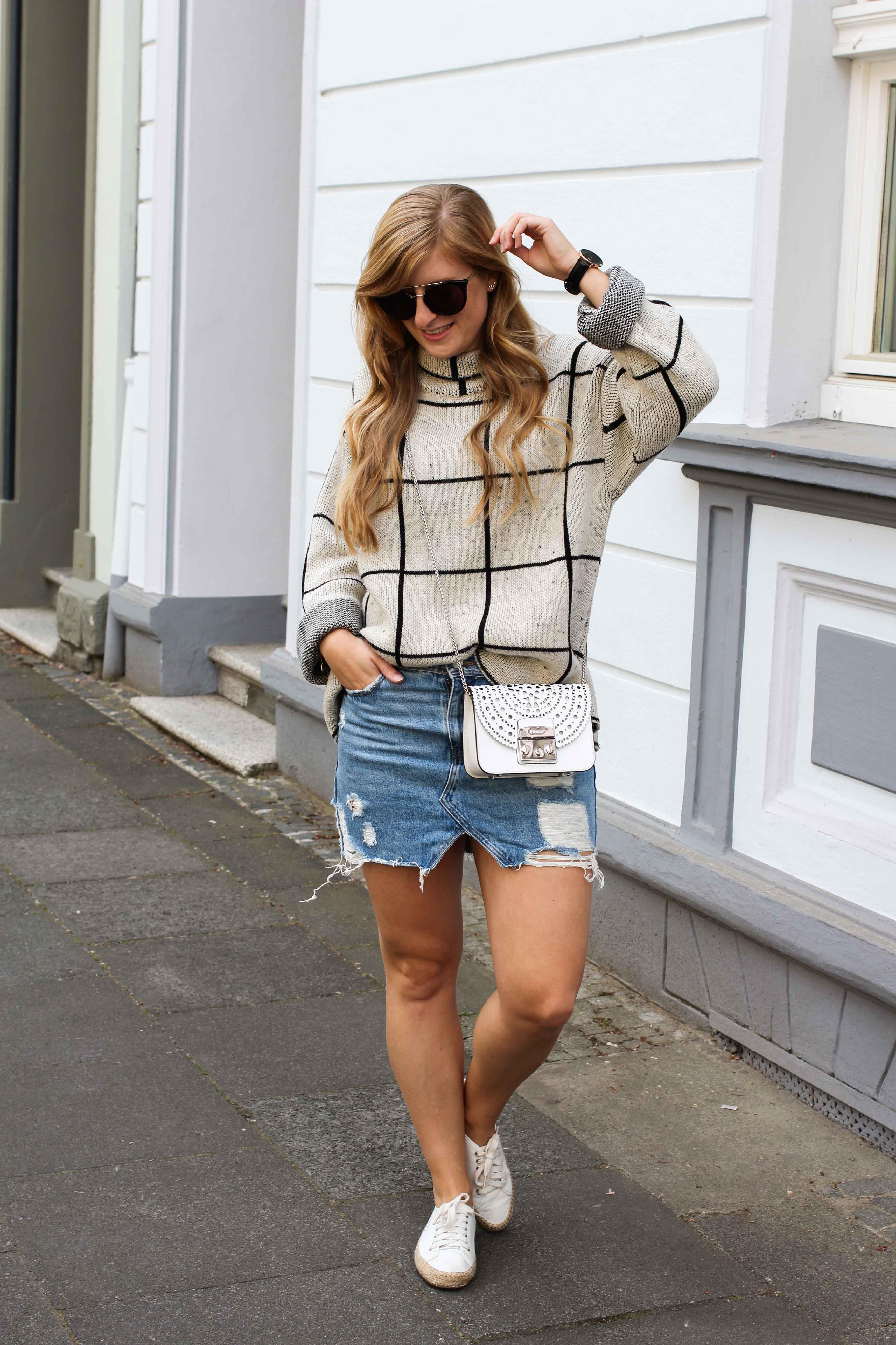 warmer Frühlingslook Rollkragenpullover Jeansrock kombinieren Sommertasche Furla Metropolis weiß Bolero Mini Crossbody Streetstyle Modeblog Bonn Outfit 4