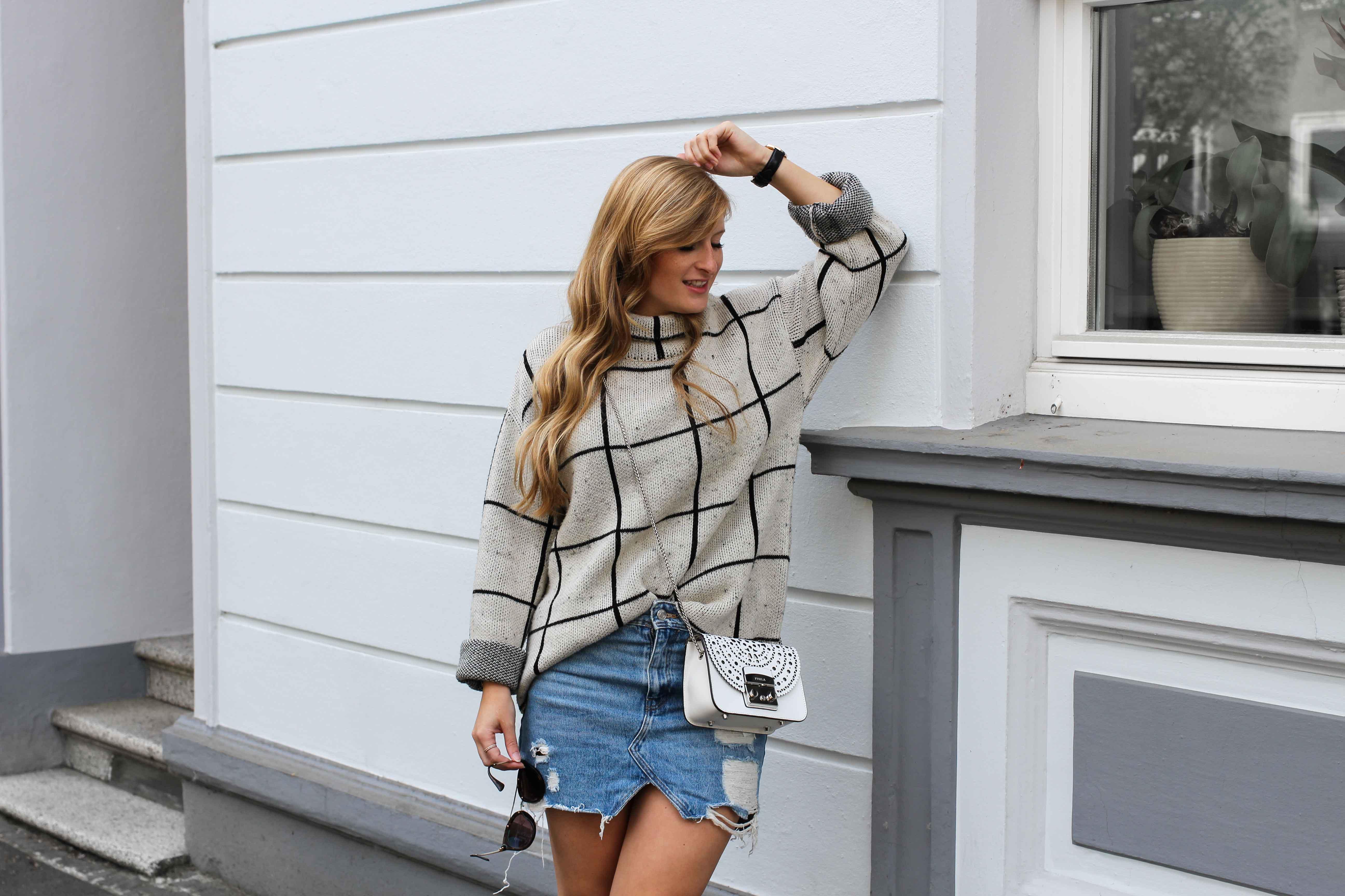 warmer Frühlingslook Rollkragenpullover Jeansrock kombinieren Sommertasche Furla Metropolis weiß Bolero Mini Crossbody Streetstyle Modeblog Bonn Outfit 7