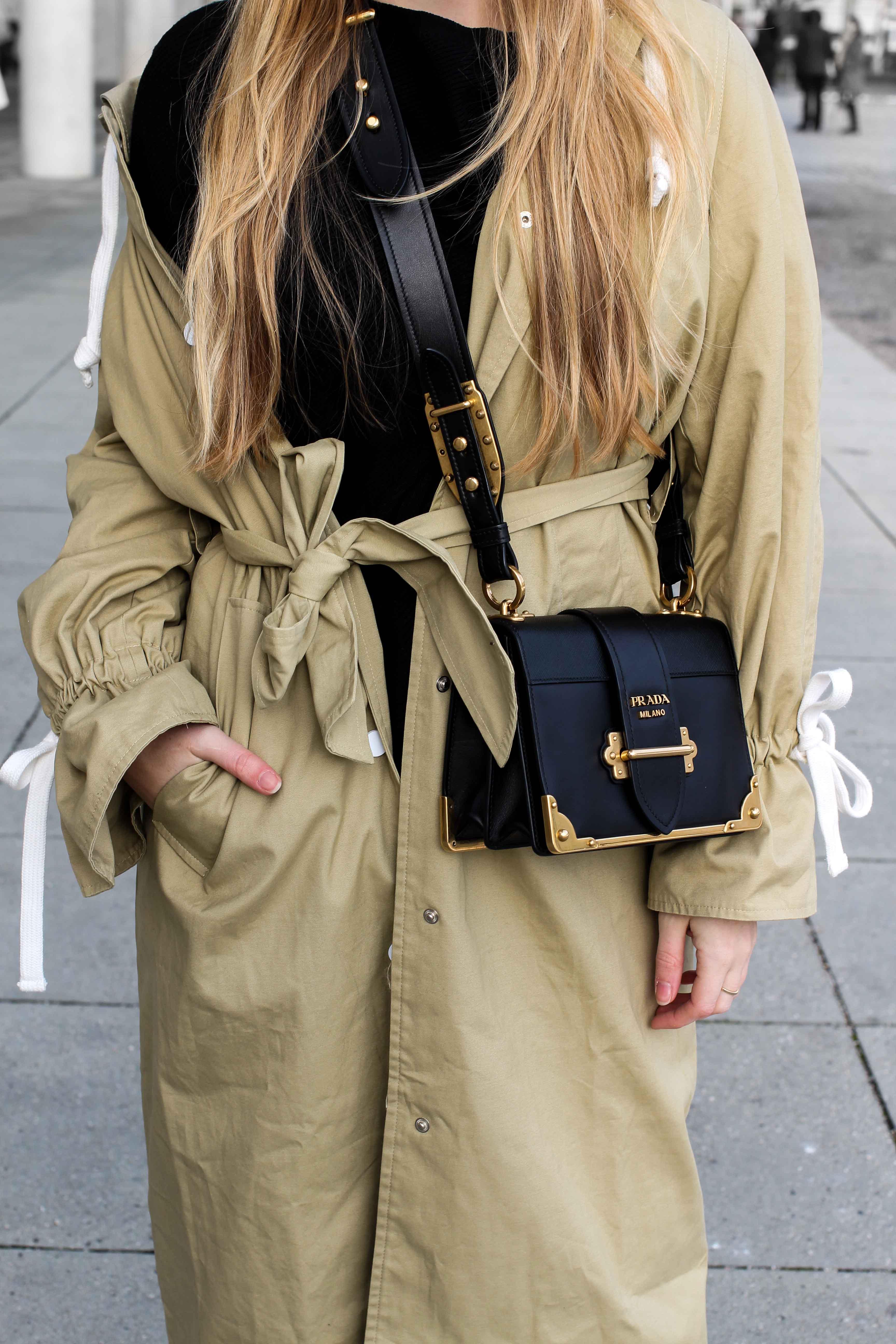 Trenchcoat Edited Marisa Prada Cahier bag Modeblog Bonn Trenchcoat kombinieren Streetstyle