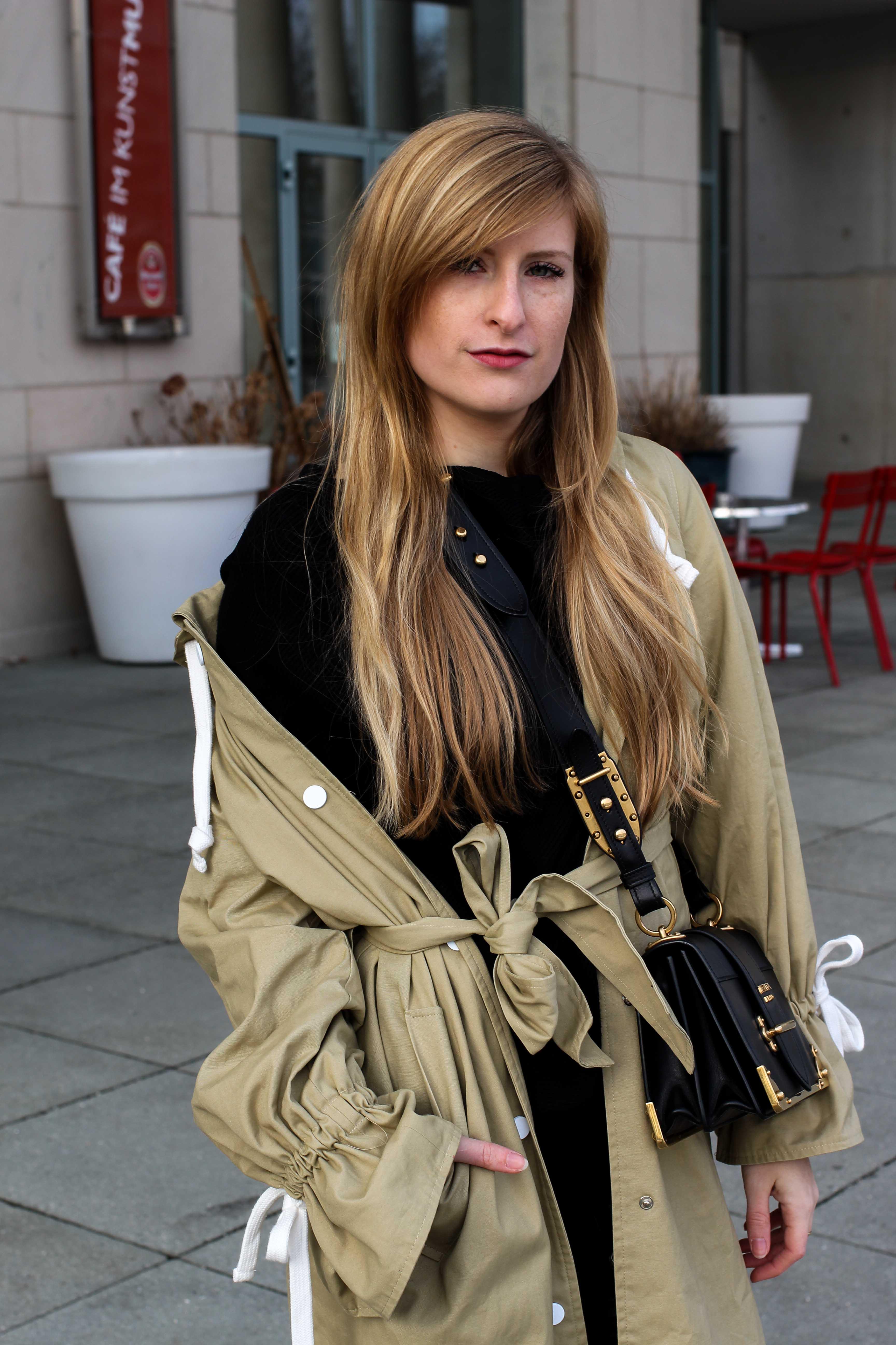 Trenchcoat Edited Marisa Prada Cahier bag Schnürboots Zara Modeblog Bonn Trenchcoat kombinieren Streetstyle 2