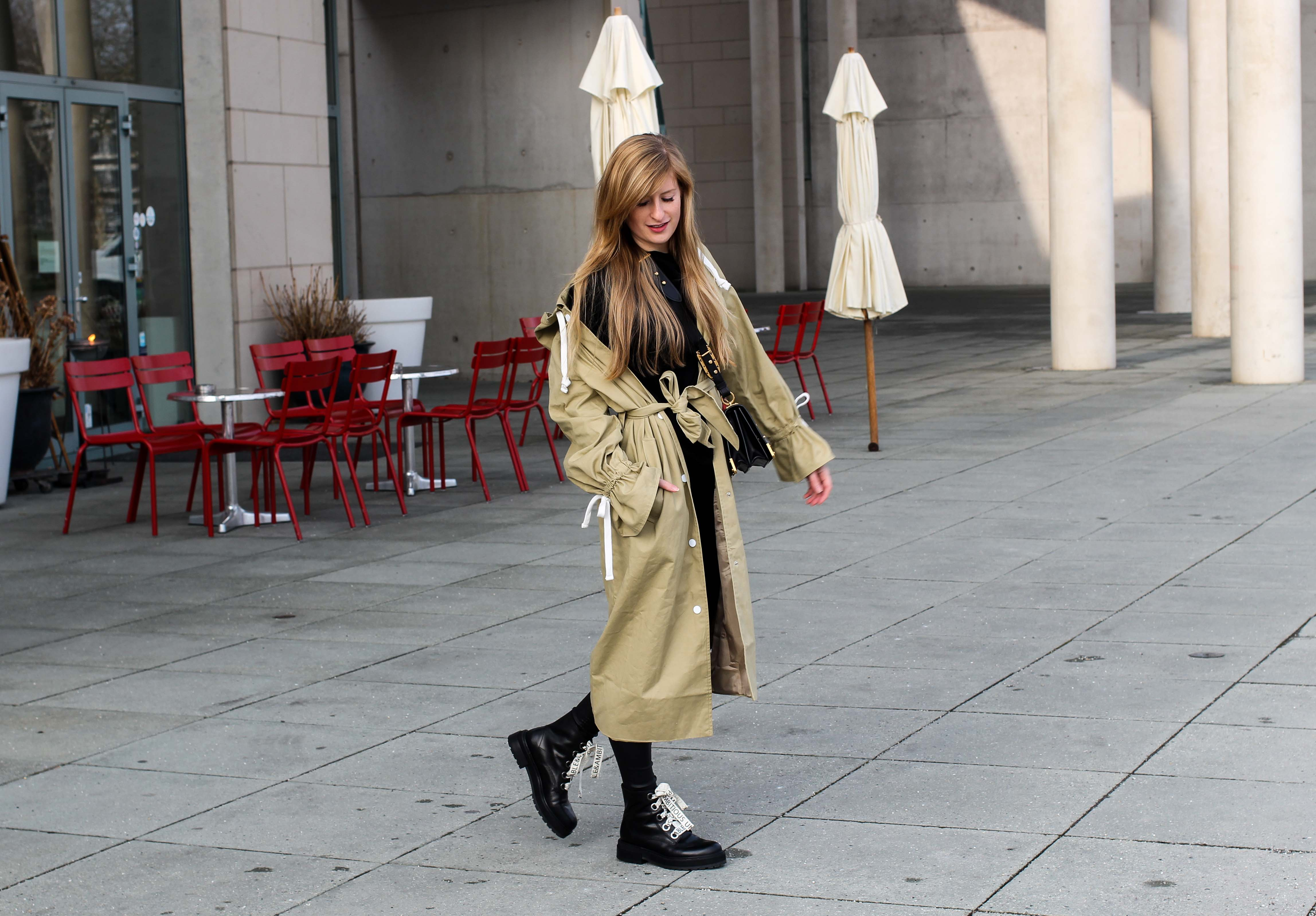 Trenchcoat Edited Marisa Prada Cahier bag Schnürboots Zara Modeblog Bonn Trenchcoat kombinieren Streetstyle