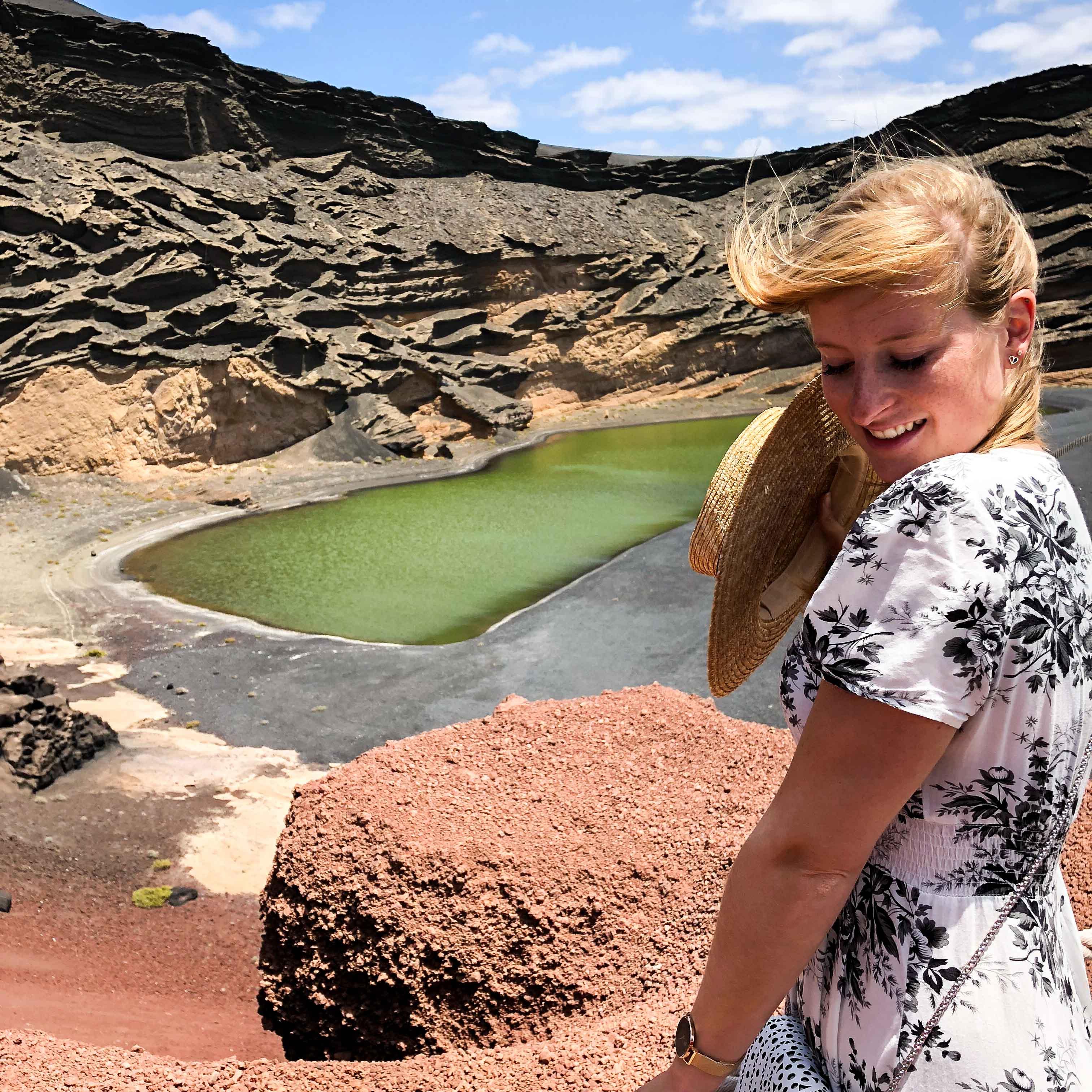 El Golfo grüne Lagune Brini Reiseblog schwarzer Strand Klippen Top 10 Tipps Lanzarote Sehenswürdigkeiten Insider Tipps Lanzarote Spanien