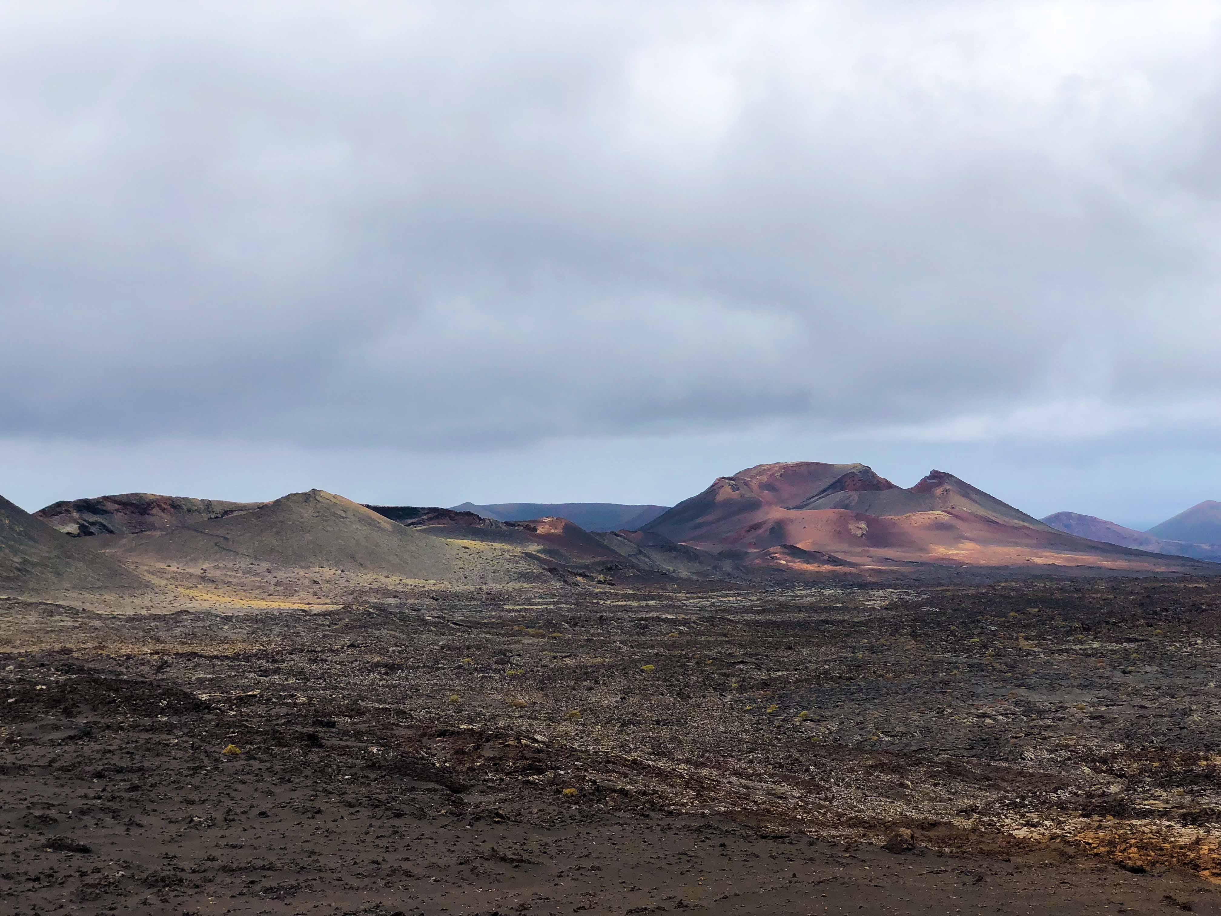 Timanfaya National Park Vulkanlandschaft die Feuerberge Lava Top 10 Tipps Lanzarote Sehenswürdigkeiten Insider Tipps Lanzarote Spanien Reiseblog