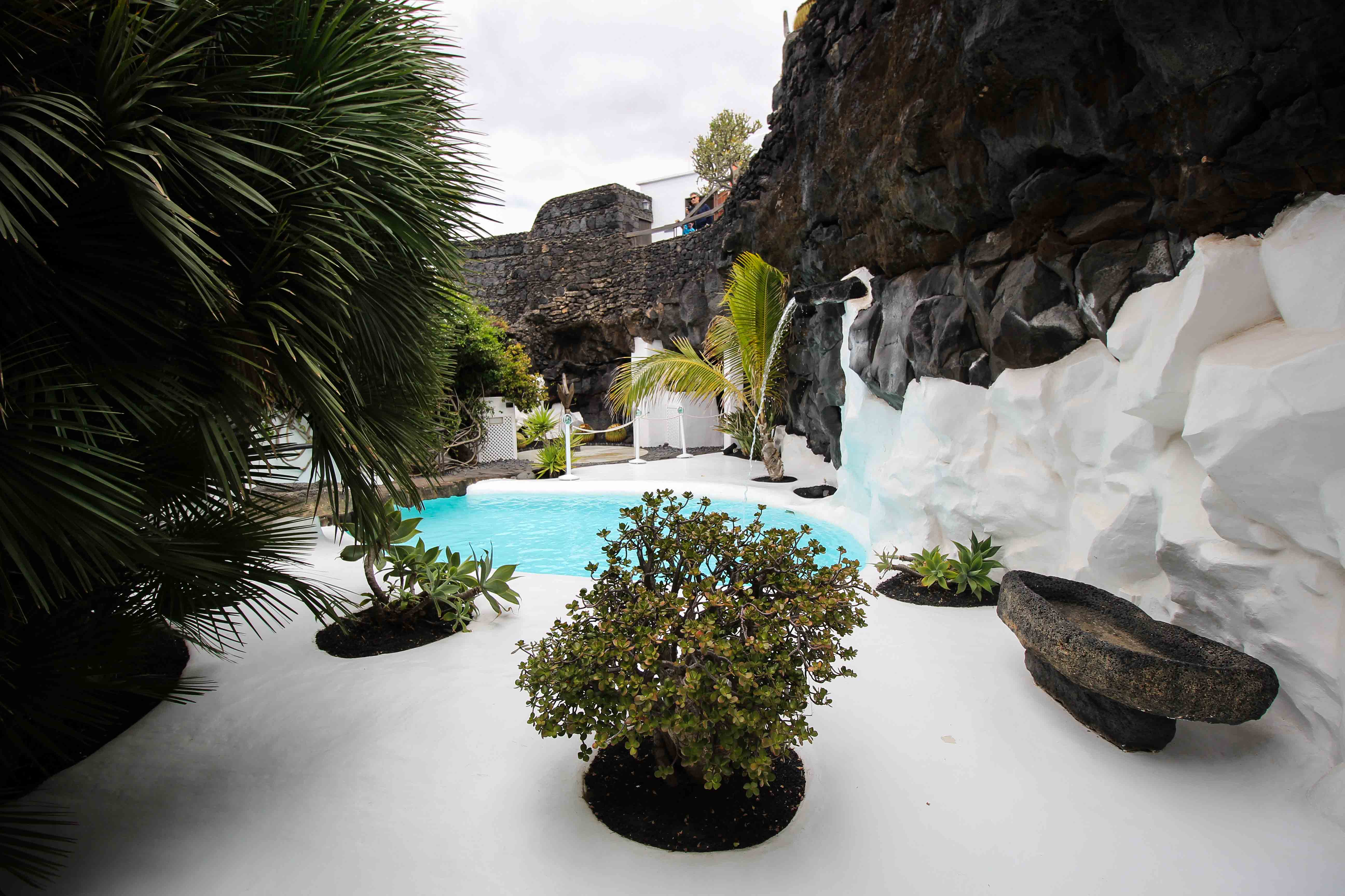 Top 10 Tipps Lanzarote Sehenswürdigkeiten Insider Tipps Lanzarote Spanien Fundación César Manrique Pool Garten Reiseblog