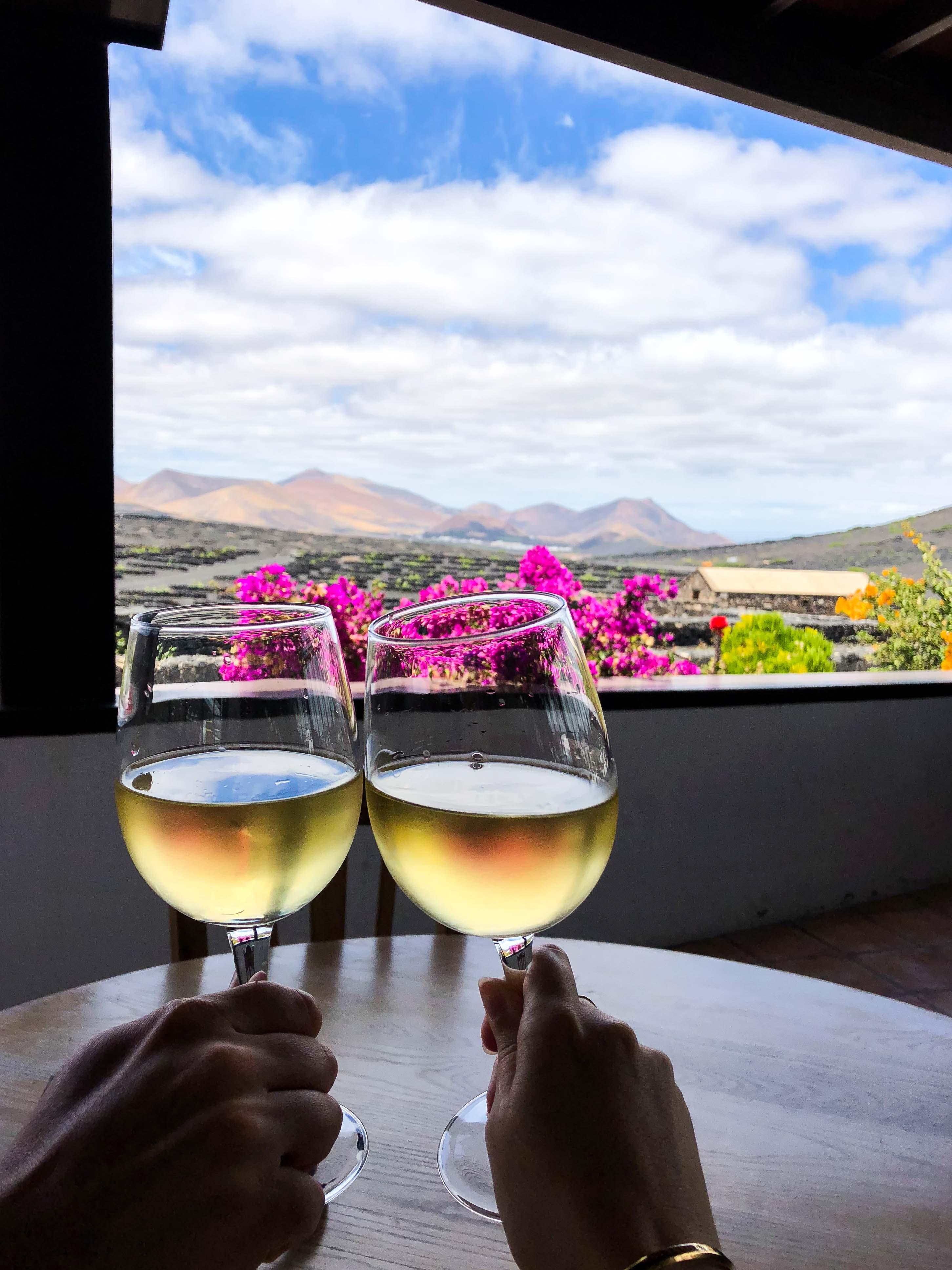 Top 10 Tipps Lanzarote Sehenswürdigkeiten Insider Tipps Lanzarote Spanien La Geria Weinbaugebiet Wein Bodega Rubicon Winzer