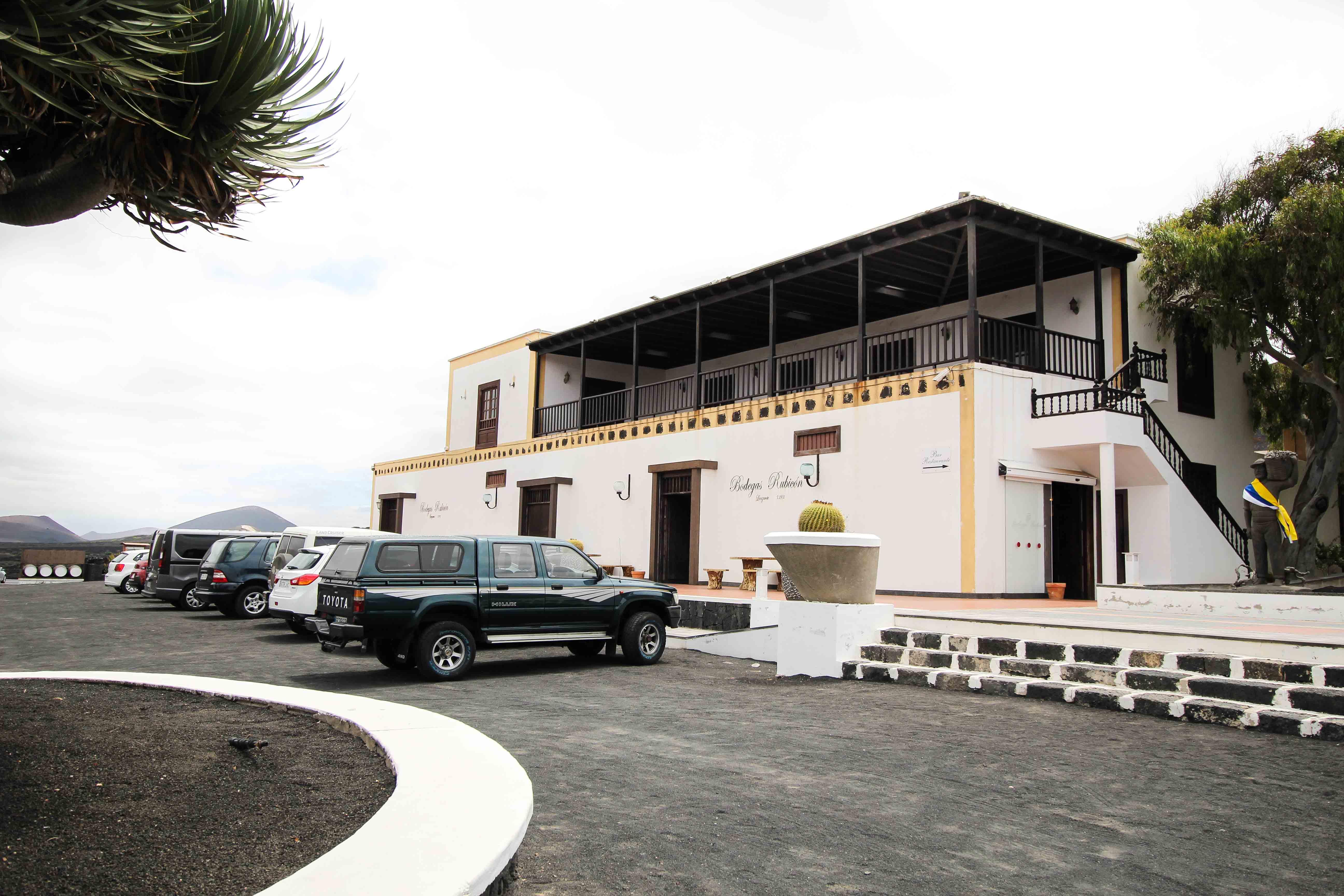 Top 10 Tipps Lanzarote Sehenswürdigkeiten Insider Tipps Lanzarote Spanien La Geria Weinbaugebiet Wein Vulkan Bodega Rubicon Winzer