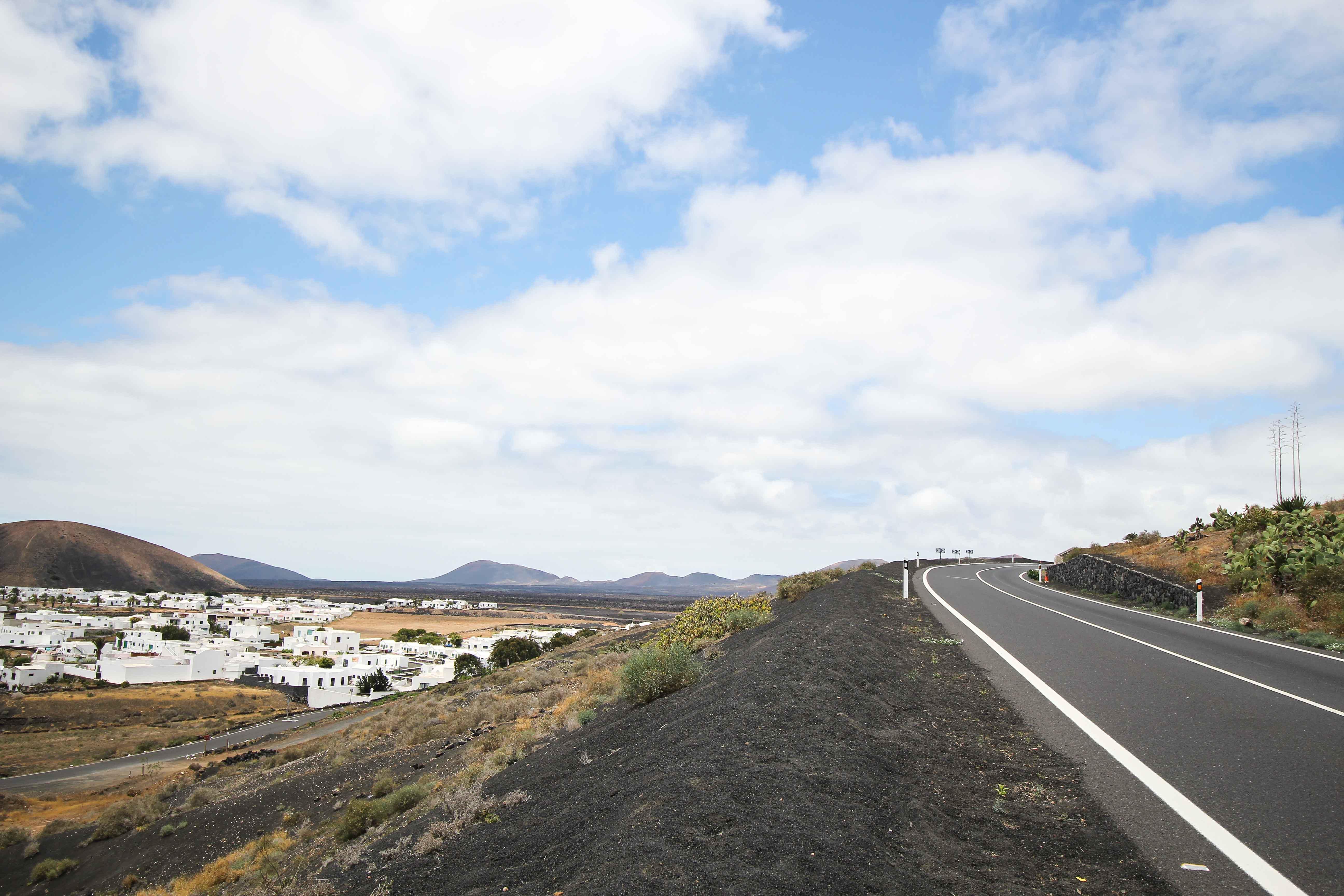 Top 10 Tipps Lanzarote Sehenswürdigkeiten Insider Tipps Lanzarote Spanien Mietwagen Straße Roadtrip Route Reiseblog 2