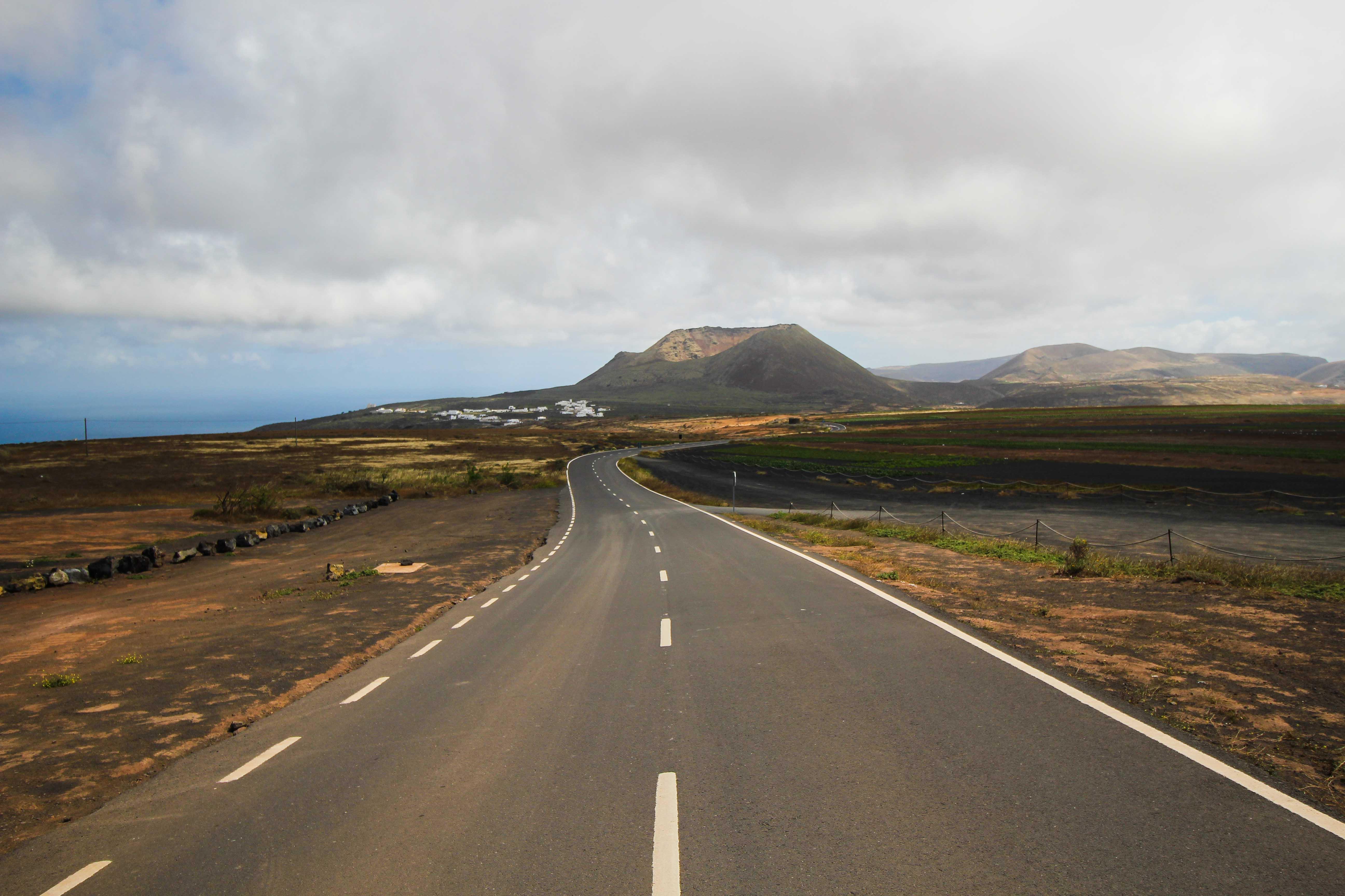Top 10 Tipps Lanzarote Sehenswürdigkeiten Insider Tipps Lanzarote Spanien Mietwagen Straße Roadtrip Route Reiseblog