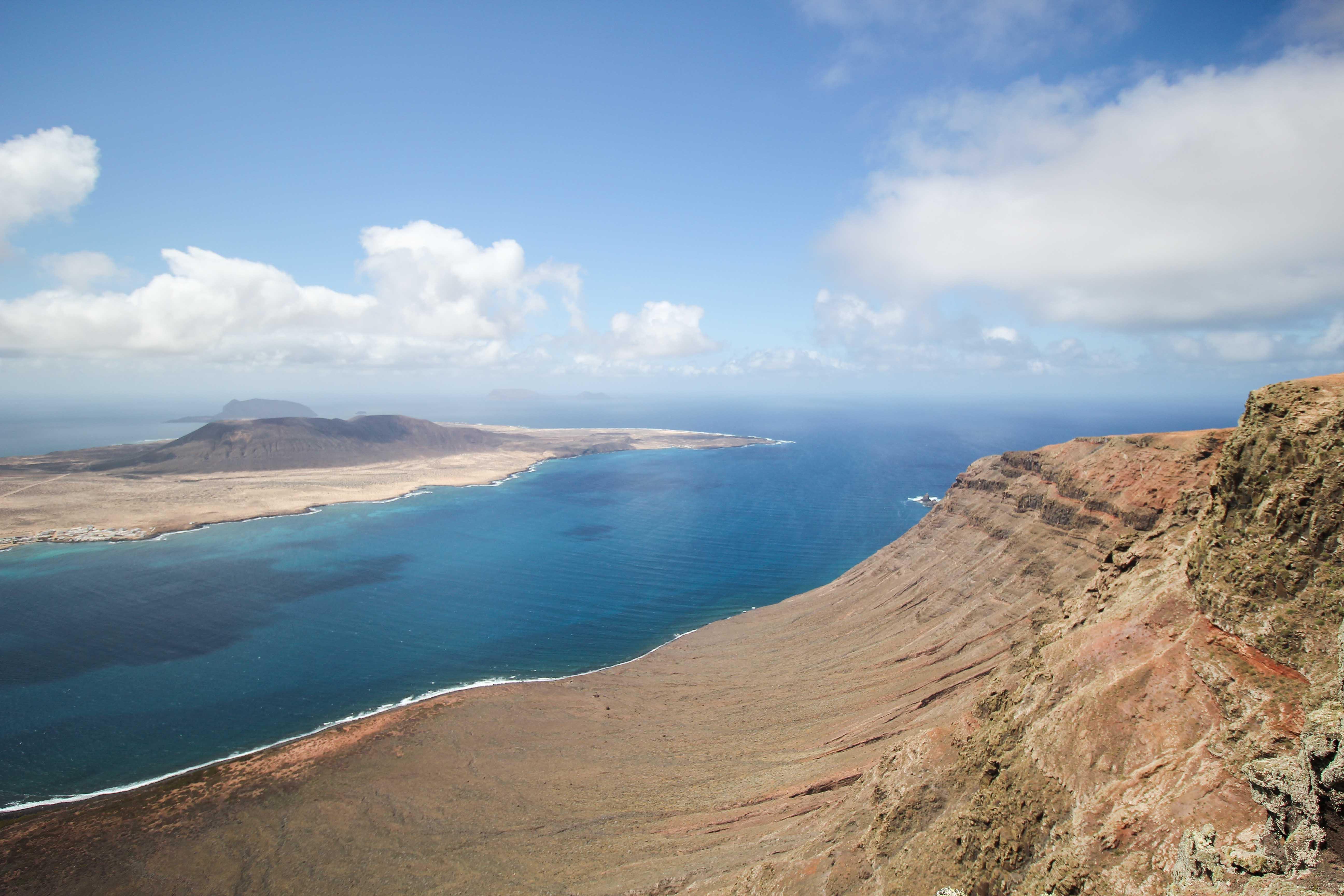 Top 10 Tipps Lanzarote Sehenswürdigkeiten Insider Tipps Lanzarote Spanien Mirador del Rio InselLa Graciosa Ausblick