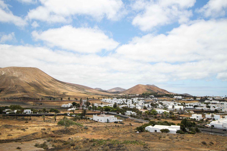Top 10 Tipps Lanzarote Sehenswürdigkeiten Insider Tipps Lanzarote Spanien Reiseblog Deutschland weiße häuser Vulkanlandschaft