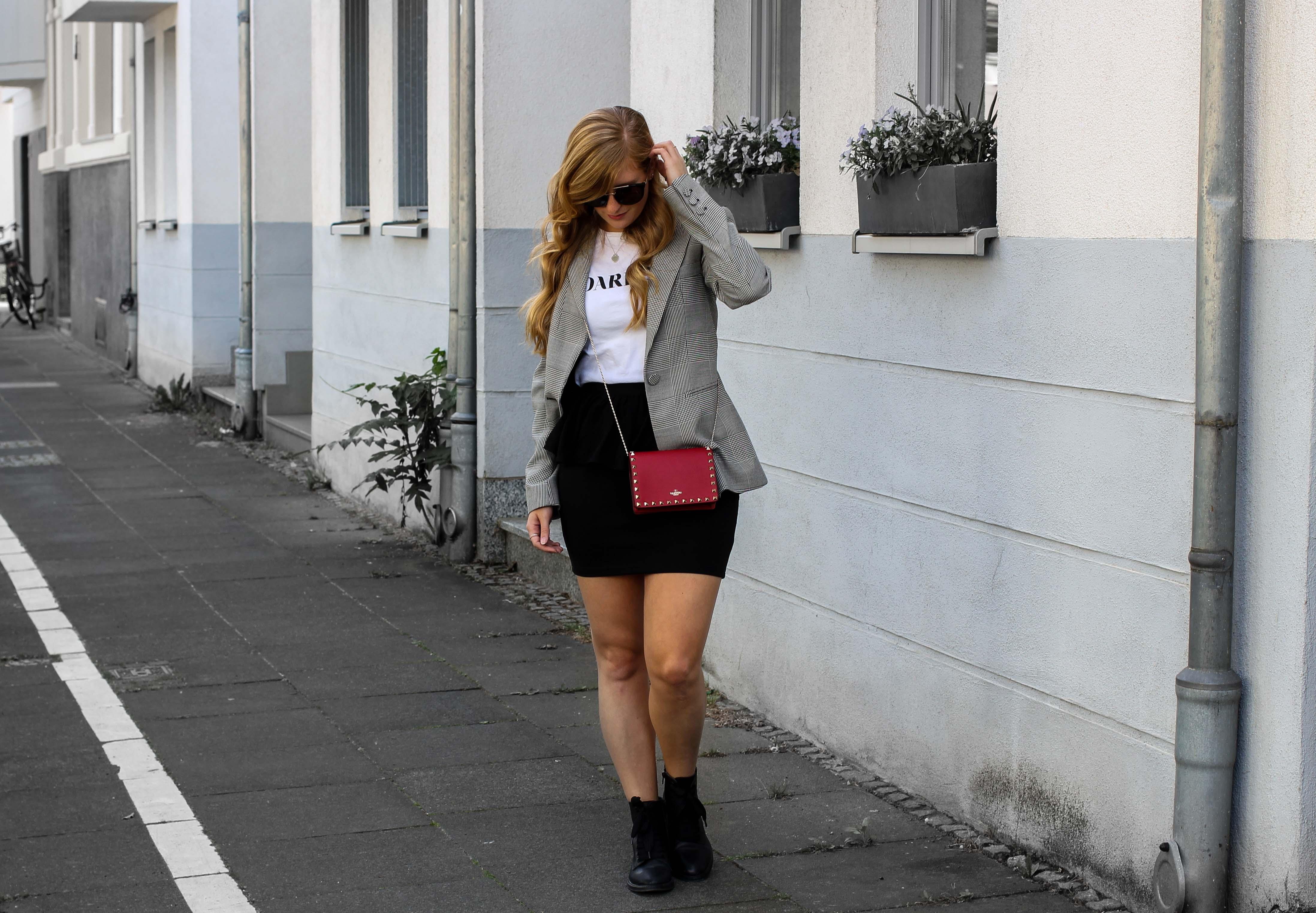 Casual Business Look Karo Blazer Zara Statement Shirt Darlin Nakd Edited Boots Schleife Modeblogger Bonn Valentino Tasche Rot 6