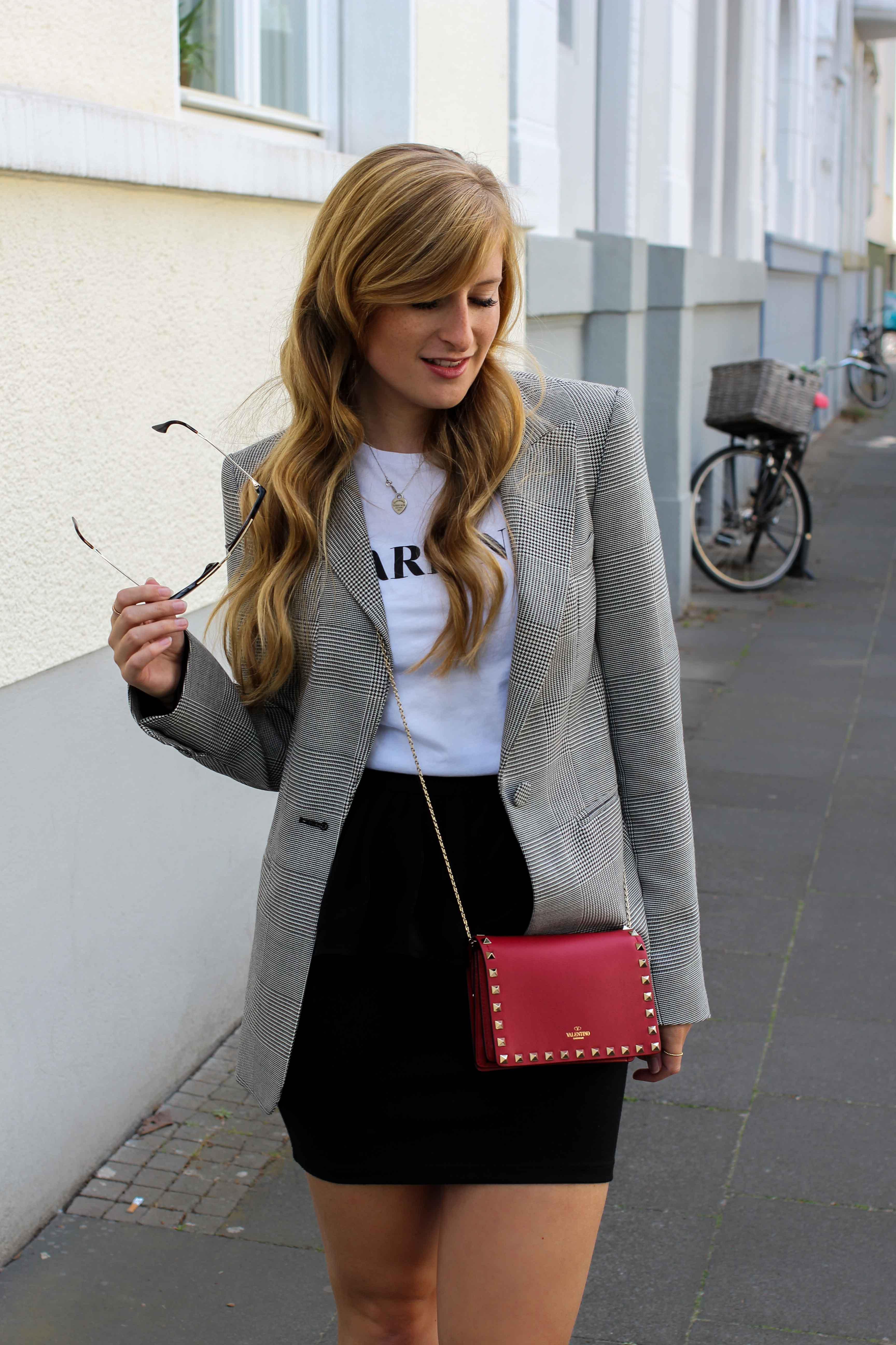 Casual Business Look Karo Blazer Zara Statement Shirt Darlin Nakd Edited Boots Schleife Modeblogger Bonn Valentino Tasche Rot 7
