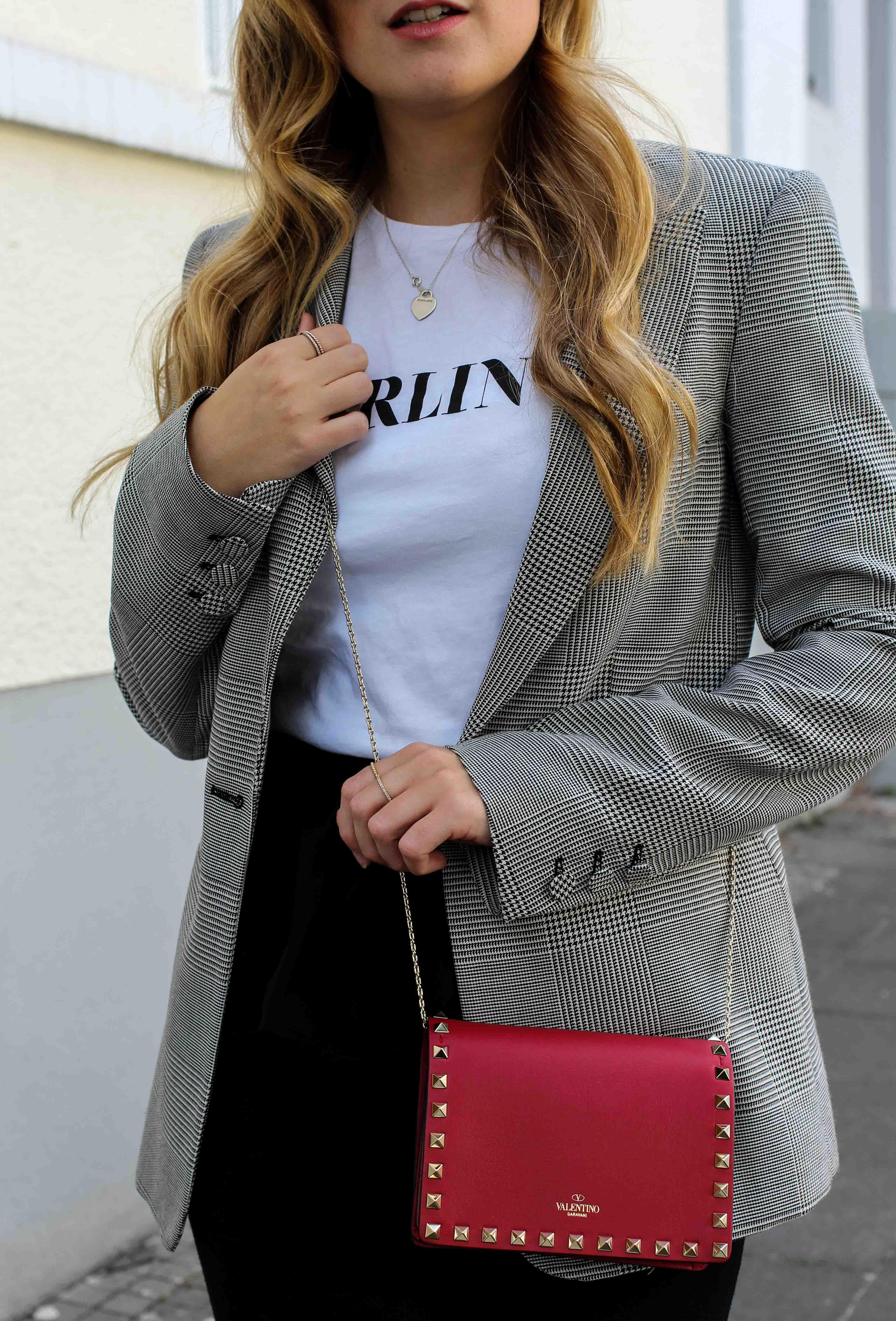 Casual Business Look Karo Blazer Zara Statement Shirt Darlin Nakd Modeblogger Bonn Valentino Tasche Rot Nieten 5