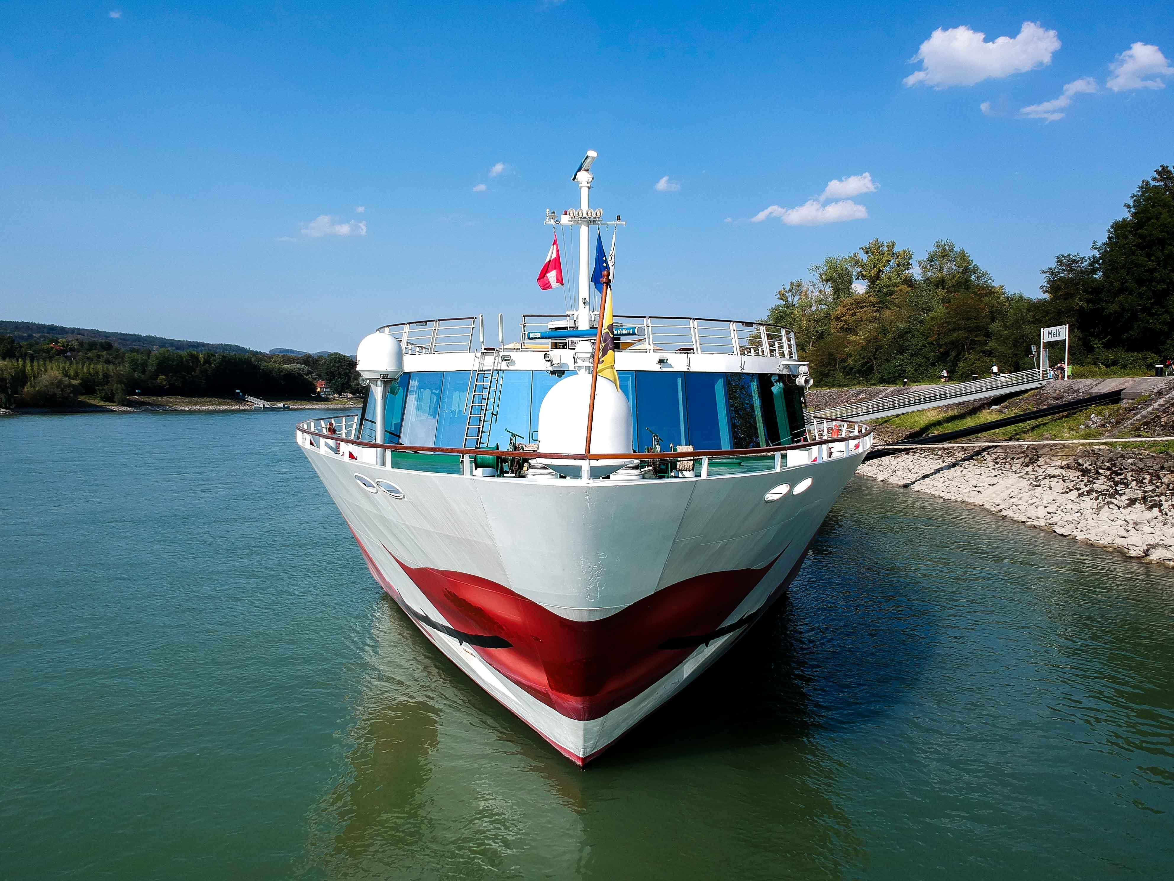 Donaukreuzfahrt-A-Rosa-Bella-Flusskreuzfahrtschiff-Donau-Arosa-Logo-Rose