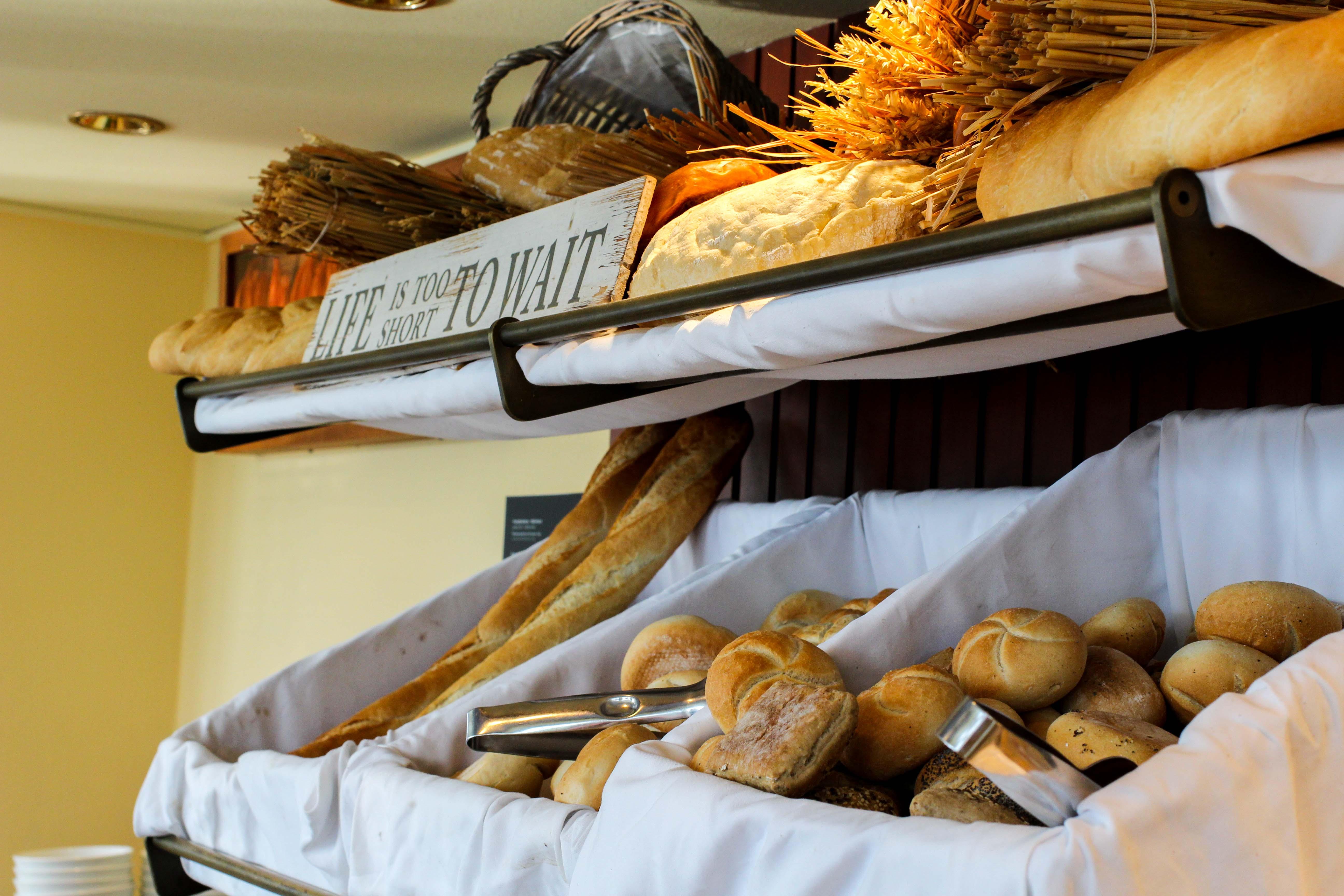 Donaukreuzfahrt A-Rosa Bella Frühstück Brötchen Flusskreuzfahrt Flusskreuzfahrtschiff 7 Tage Donau Klassik Tour Arosa Reiseblogger