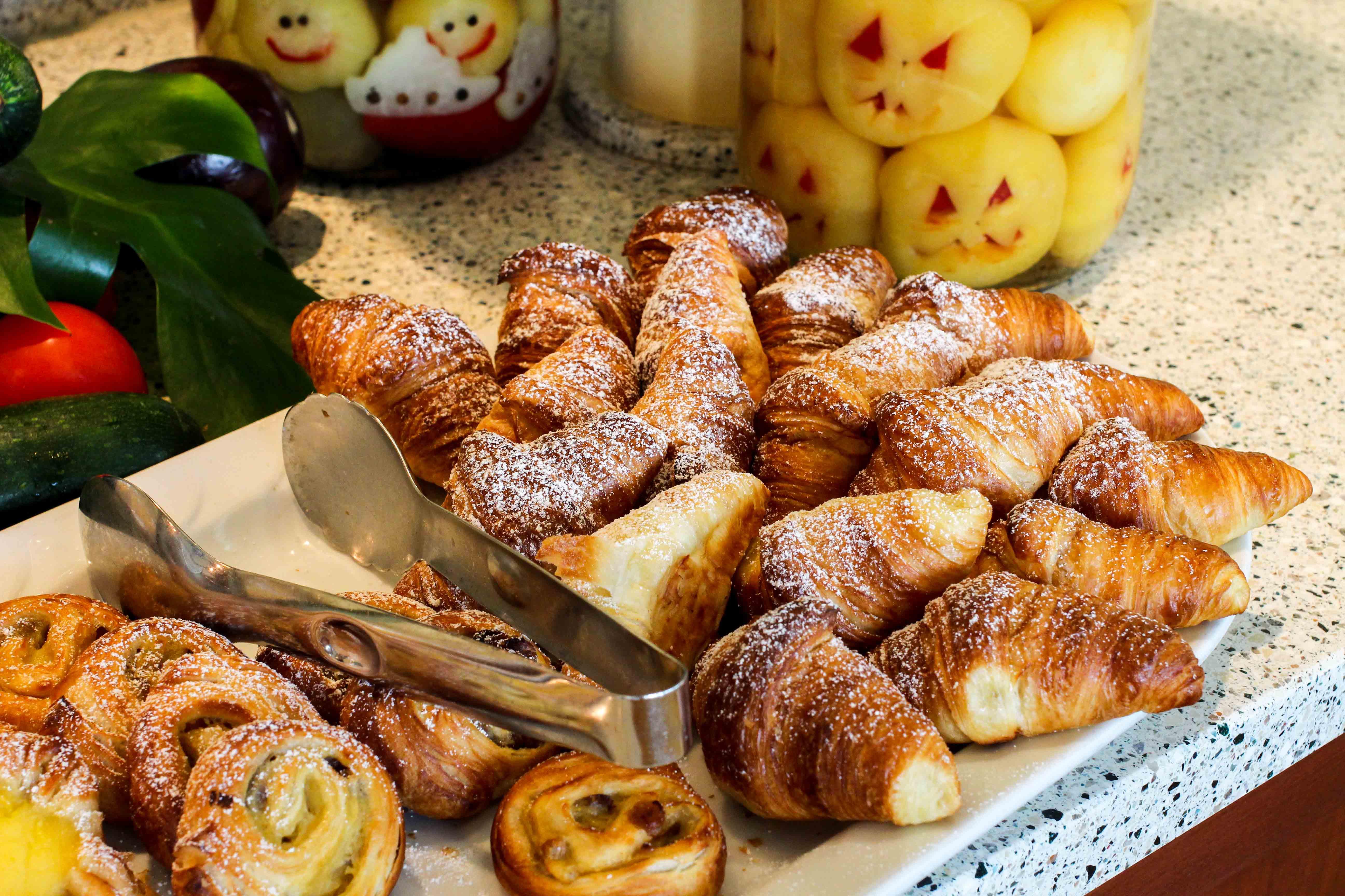 Donaukreuzfahrt A-Rosa Bella Restaurant Croissants Flusskreuzfahrt Flusskreuzfahrtschiff 7 Tage Donau Klassik Tour Arosa Reiseblogger