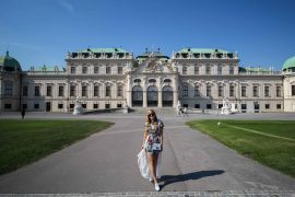 Romantisches Blumenkleid Schloss Belvedere Wien Outfit Prinzessin Fashionblog Modeblog Reiseblog Brinisfashionbook 5