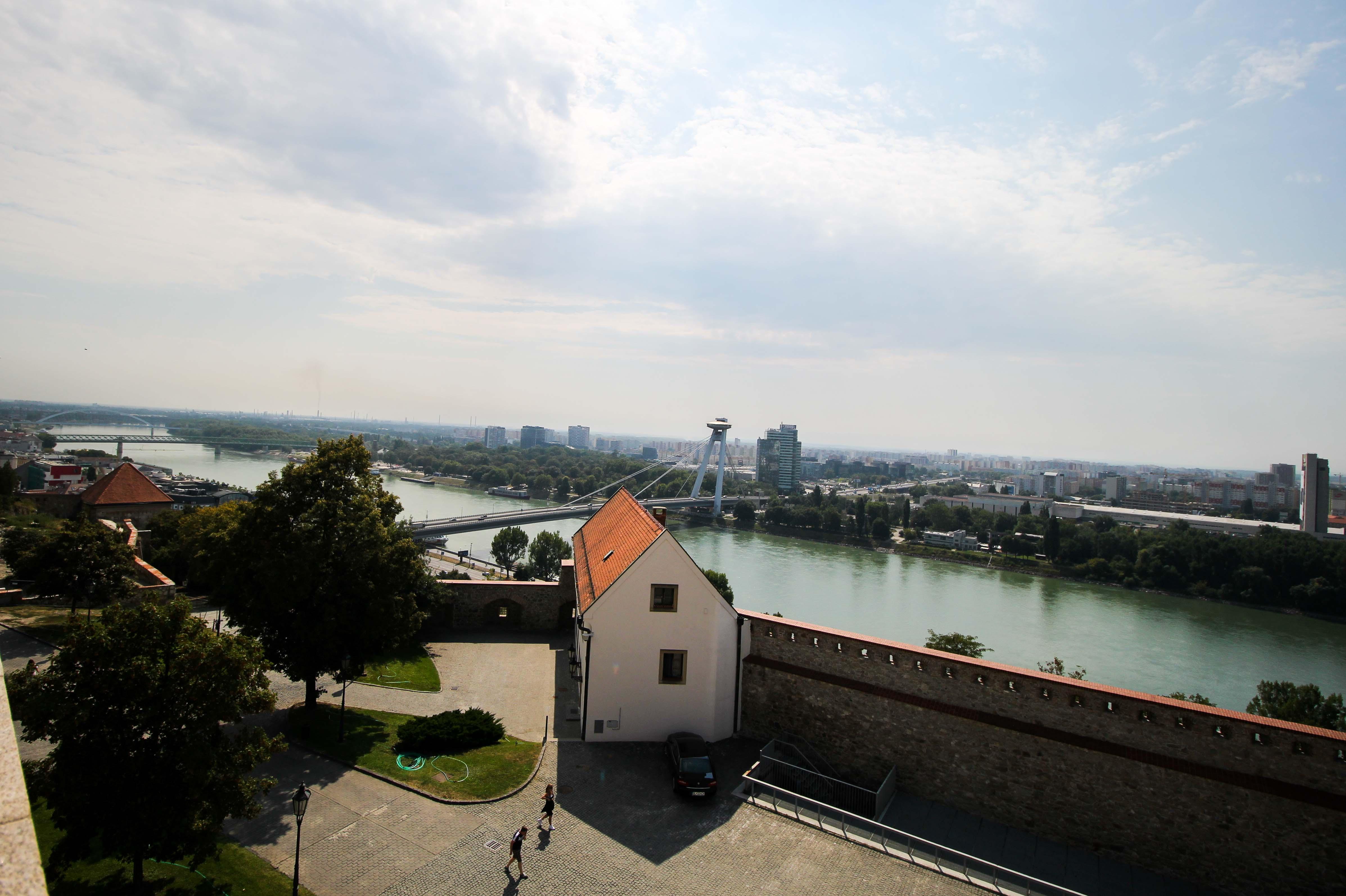 Bratislava Insider Tipps Sehenswürdigkeiten Bratislava Burg Pressburg Donaukreuzfahrt Arosa Aussicht Donau