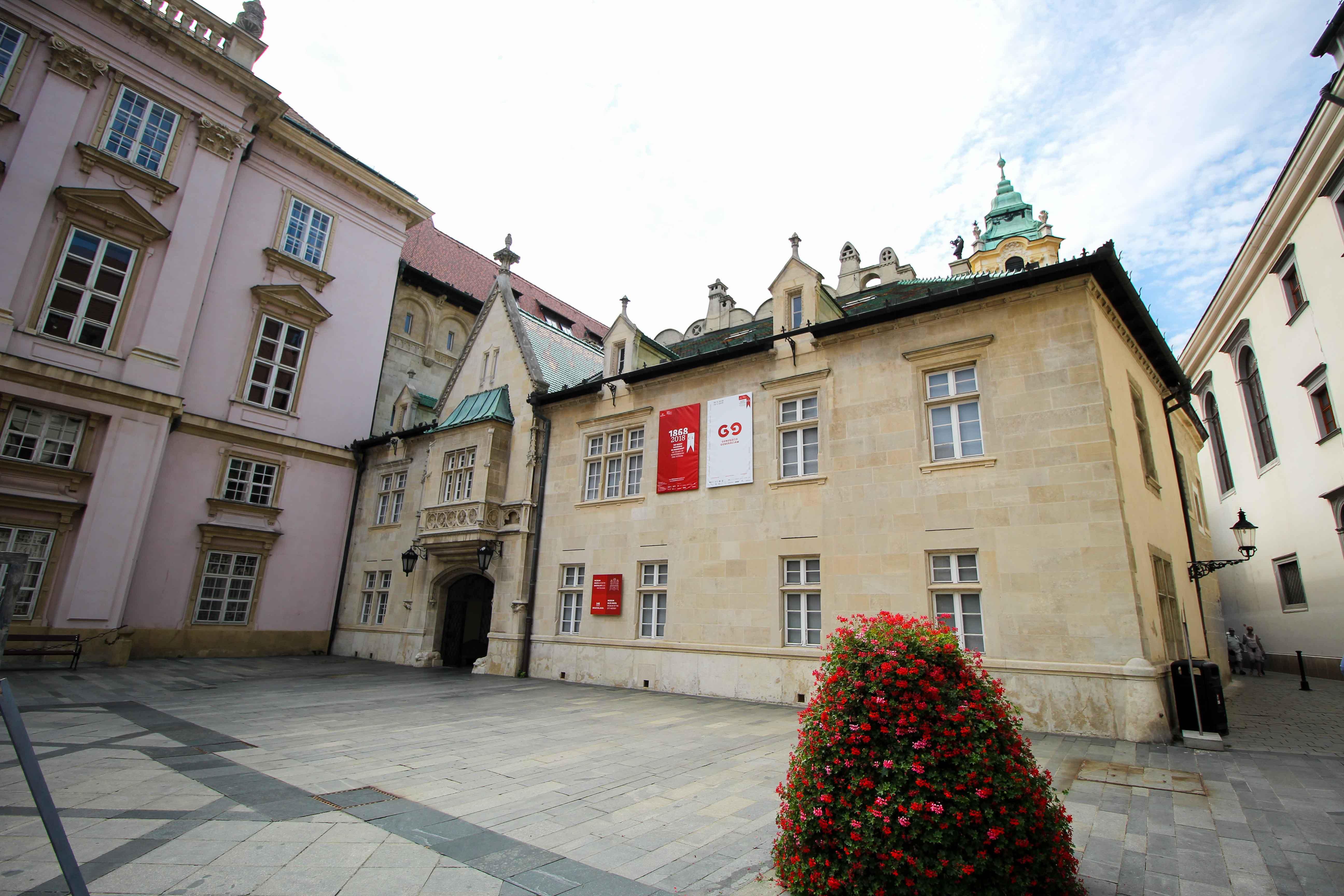 Bratislava Insider Tipps Sehenswürdigkeiten Rathaus Donaukreuzfahrt Arosa