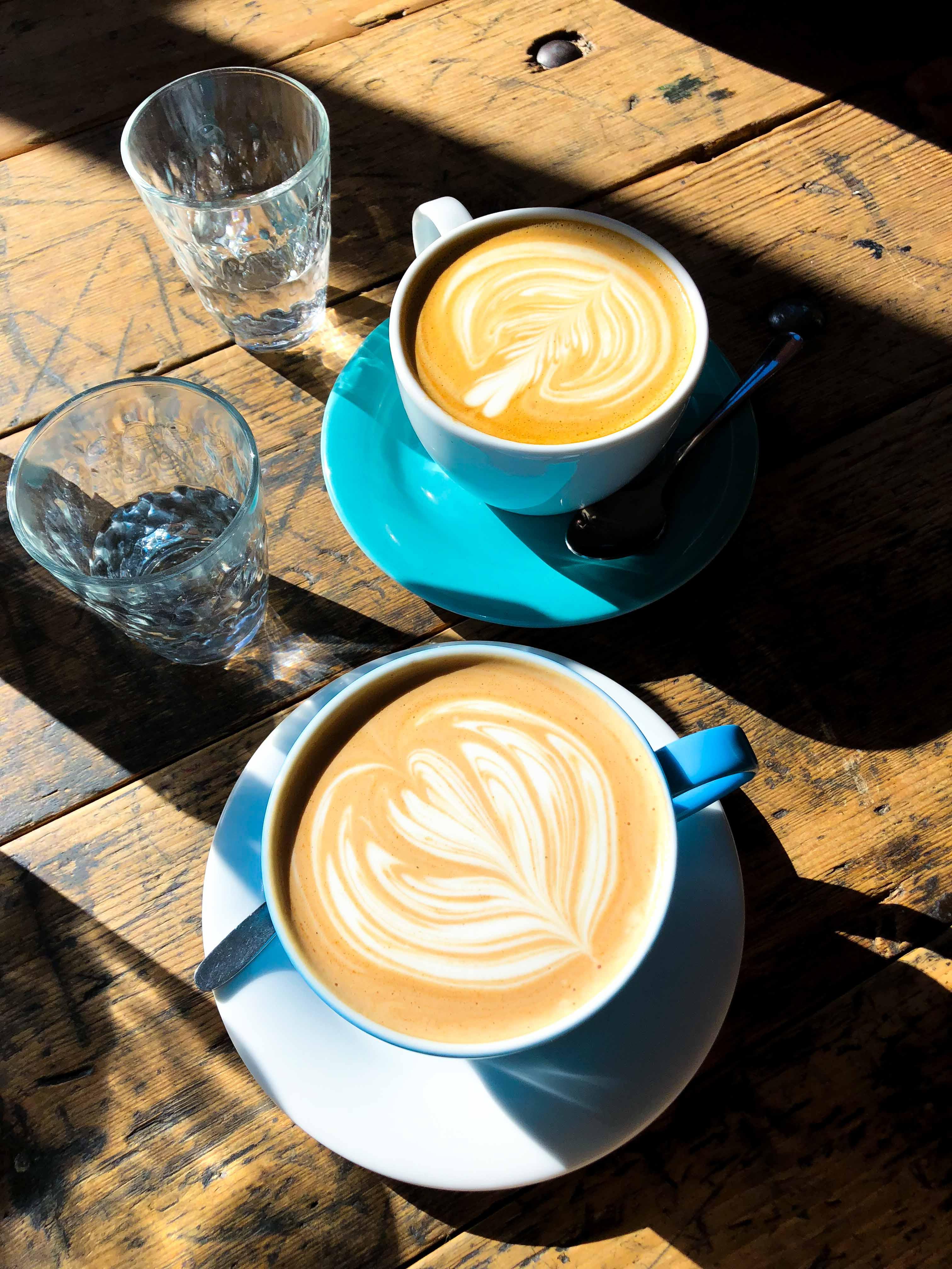 Cafe Letka Frühstück Restaurant Insider Tipps Prag Food Tipps besten Restaurants brunchen Reiseblog Chai Latte kaffee