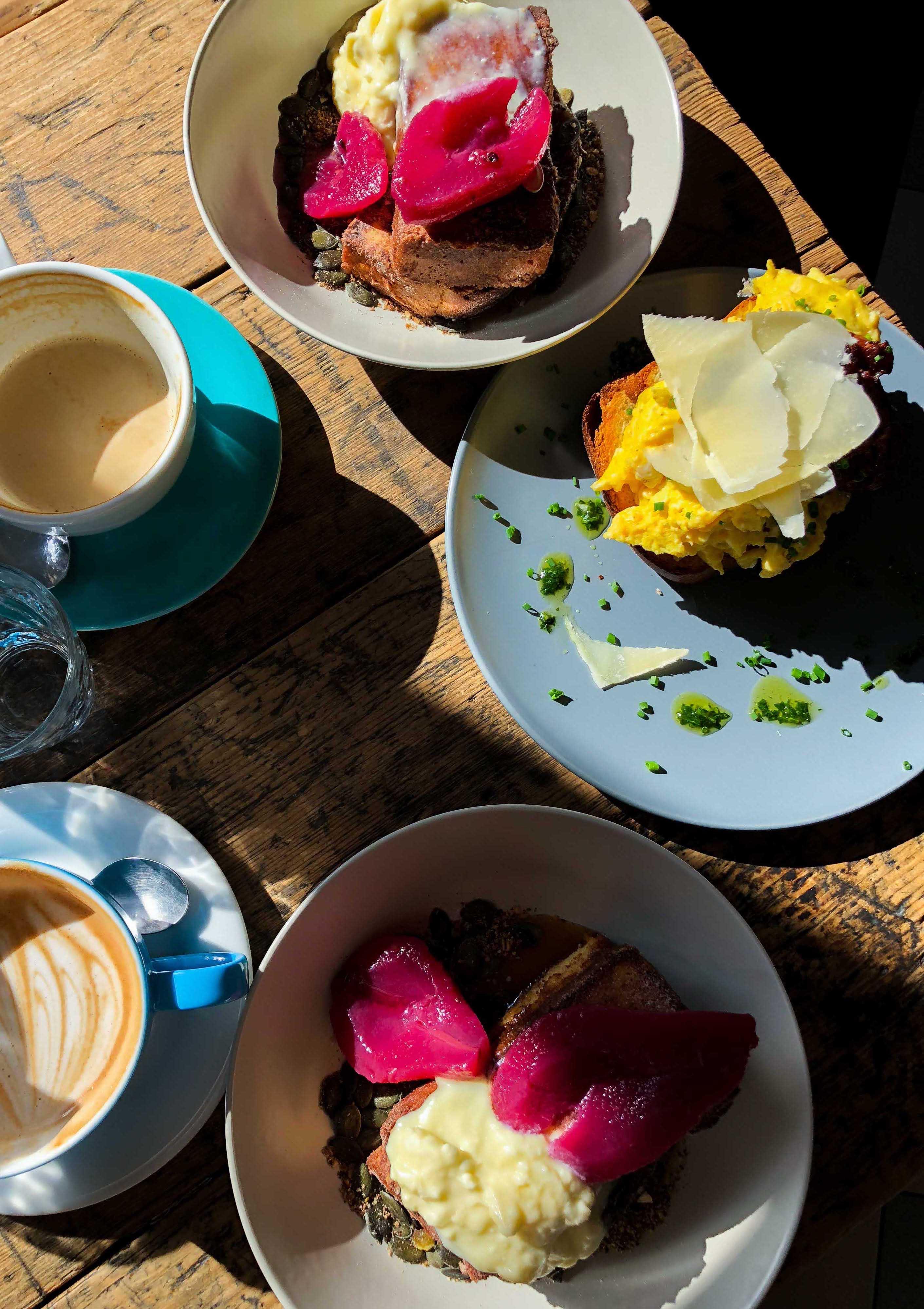 Cafe Letka Frühstück Restaurant Insider Tipps Prag Food Tipps besten Restaurants brunchen Reiseblog Frenchtoast Eieromlette