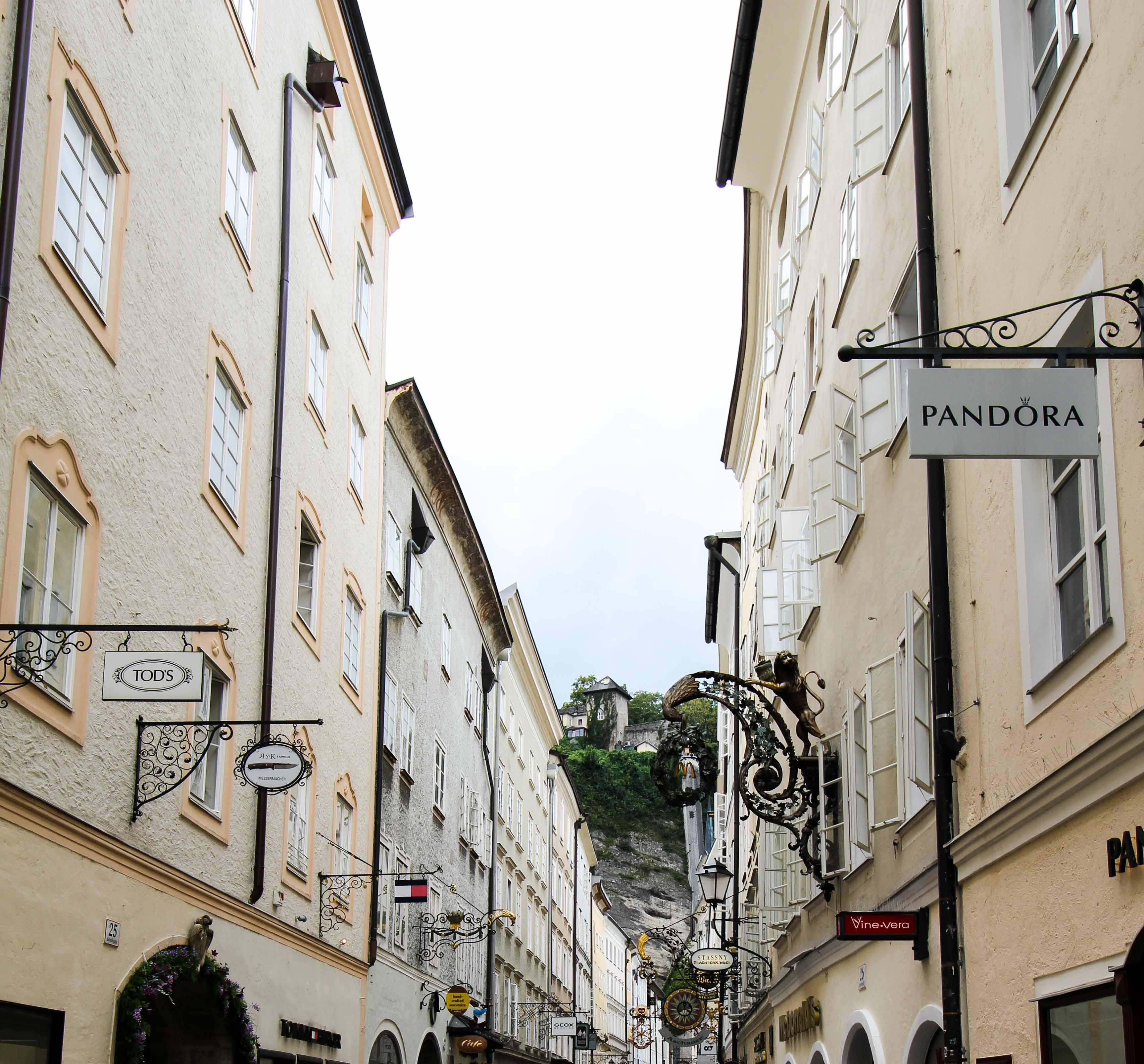 Getreidegasse Salzburg Österreich Insider Tipps Sehenswürdigkeiten Donaukreuzfahrt Arosa Reiseblog