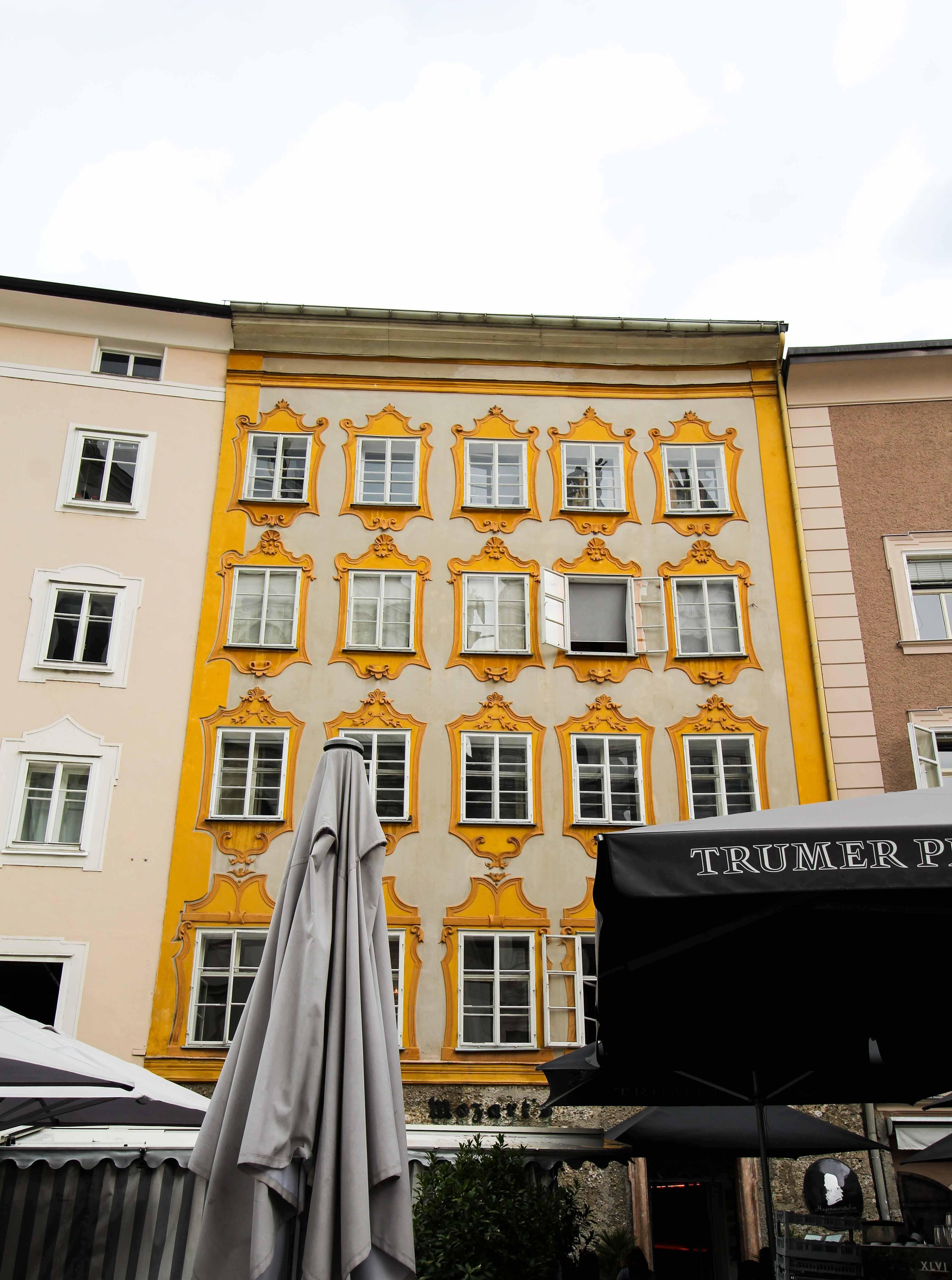 Mozarts Geburtshaus Rückseite Salzburg Österreich Insider Tipps Sehenswürdigkeiten Donaukreuzfahrt Arosa Reiseblog