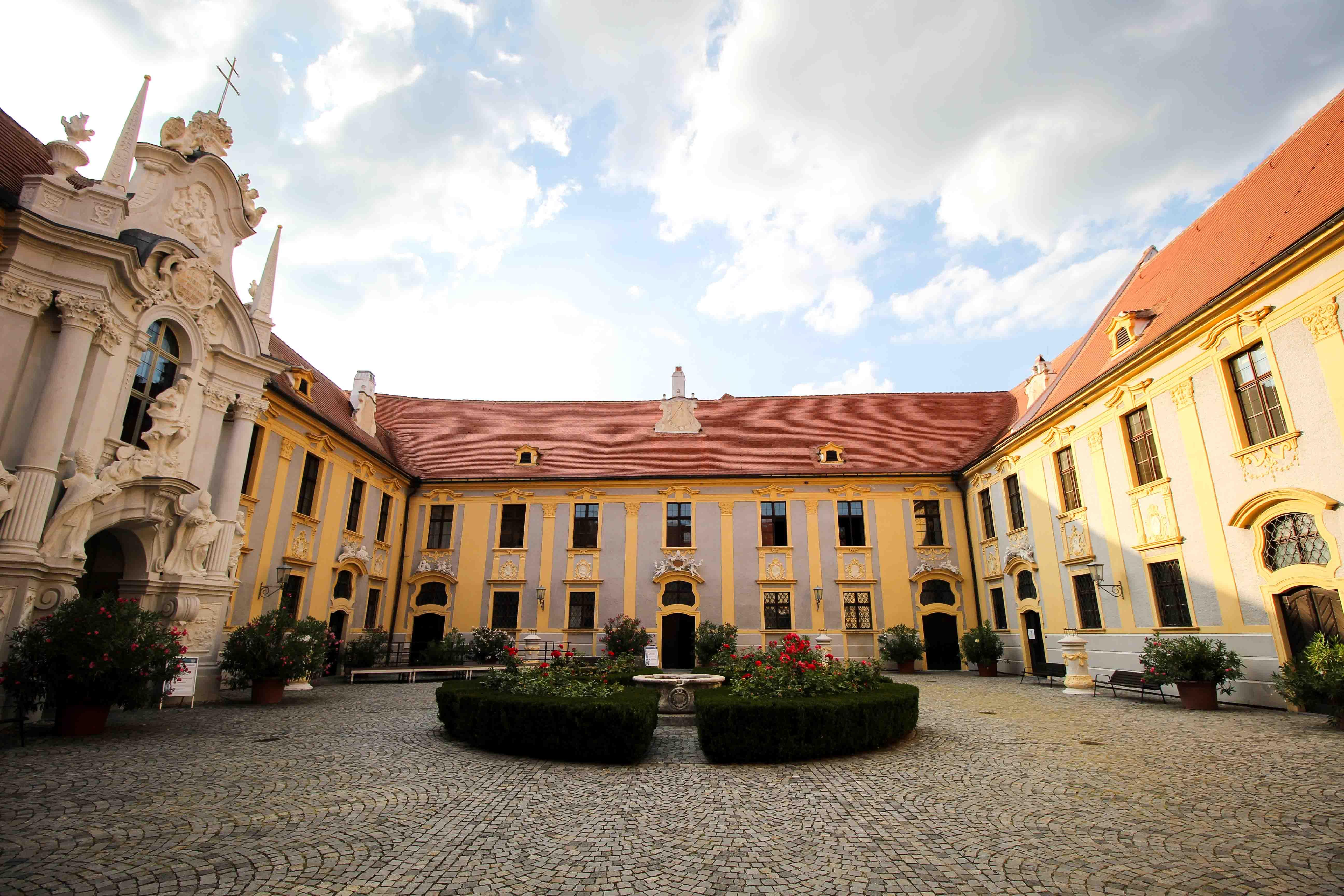 Wachau Österreich Dürnstein Weinregion Insider Tipps Sehenswürdigkeiten Kloster Donaukreuzfahrt Arosa Ausblick Burg