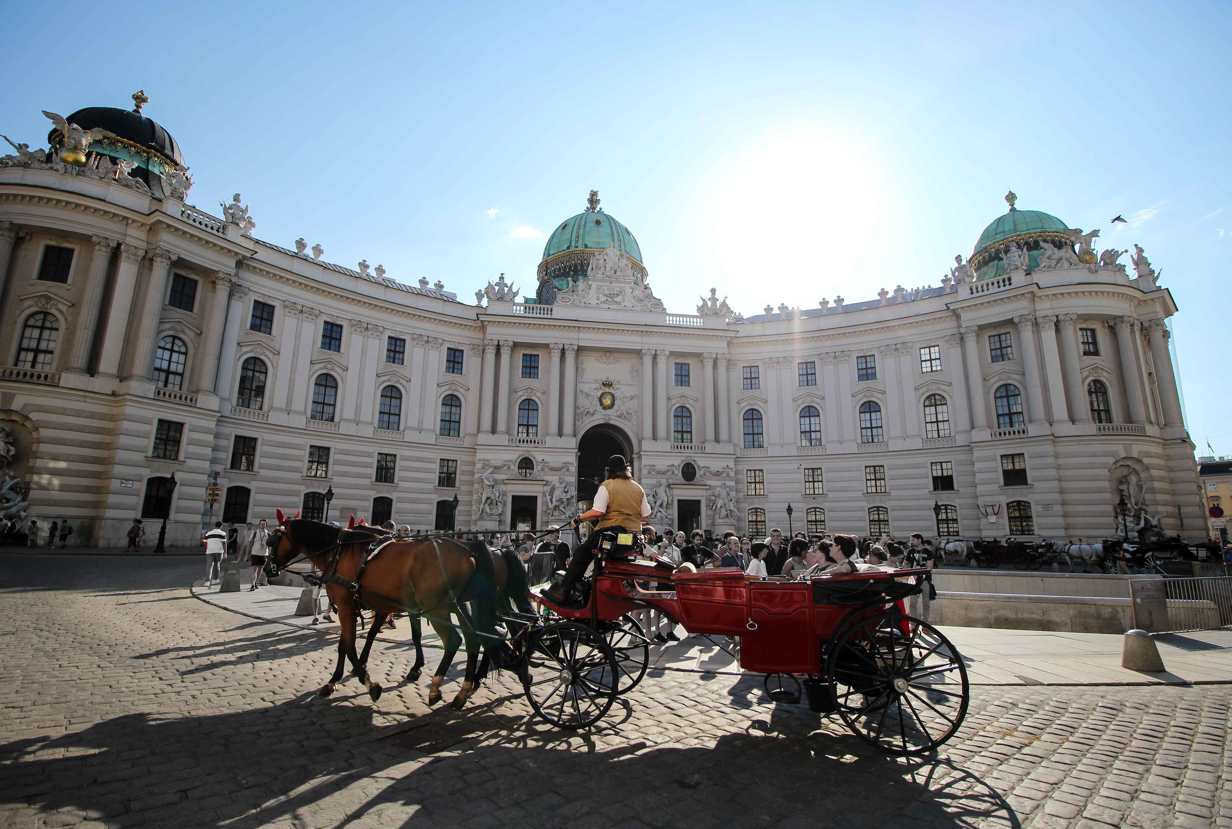 Wien Insider Tipps Sehenswürdigkeiten Wien Innenstadt Pferdekutsche Sightseeing Wien Vienna Donaukreuzfahrt Arosa