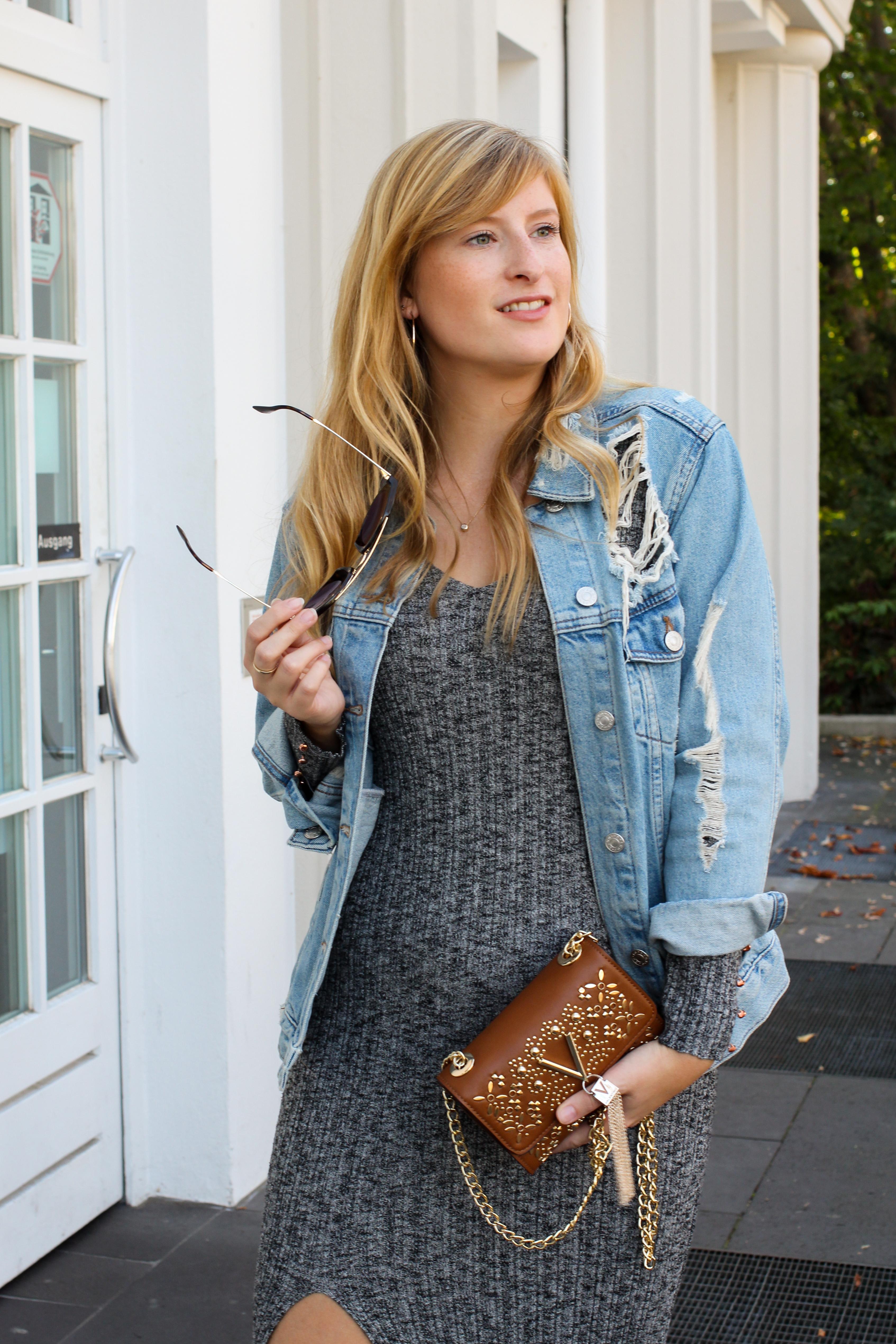 Herbstfavorit Wollkleid grau kombinieren Outfit Herbstlook Jeansjacke Valentino Handbags Fashion Blog Bonn Herbstoutfit 6