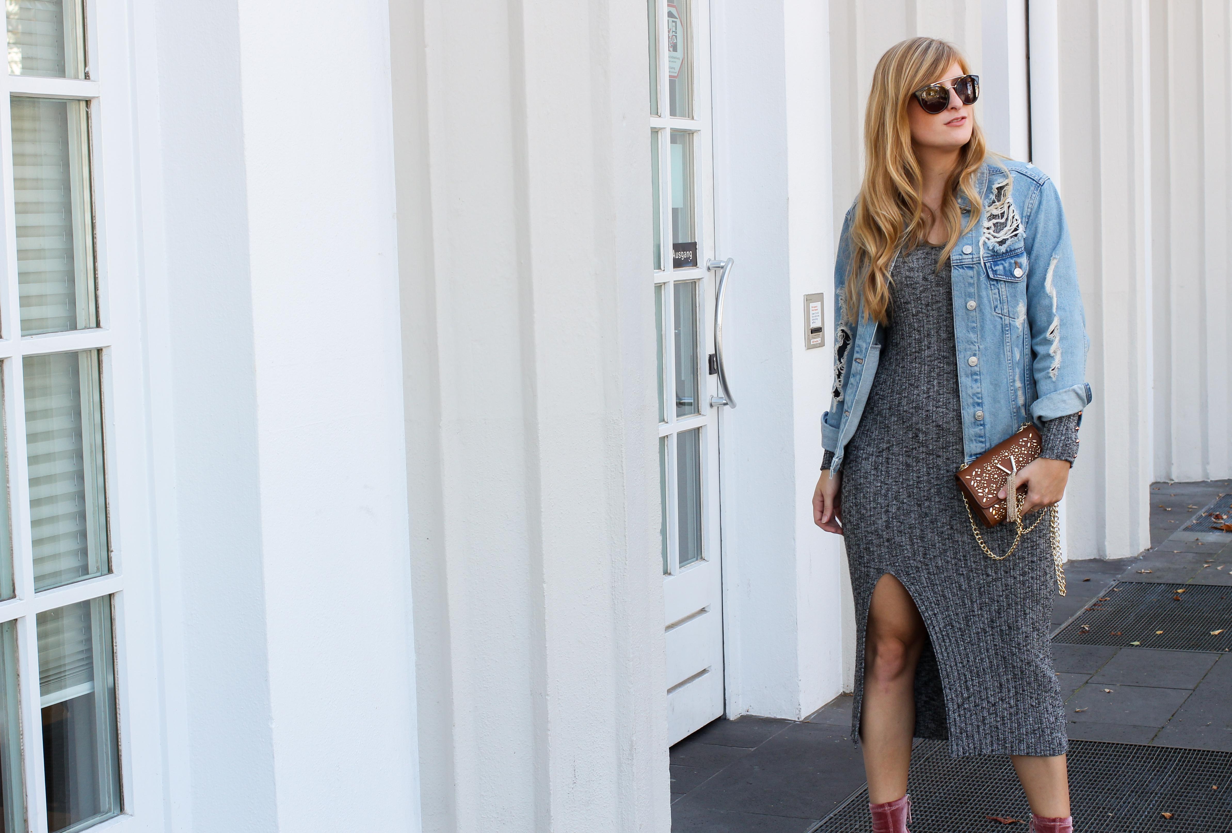 Herbstfavorit Wollkleid grau kombinieren Outfit Jeansjacke Valentino Handbags Fashion Blog Bonn Herbstoutfit 5