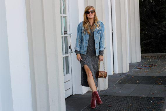 Herbstfavorit Wollkleid grau kombinieren Outfit rosa samt Heels Stiefeletten Jeansjacke Valentino Handbags Fashion Blog Bonn