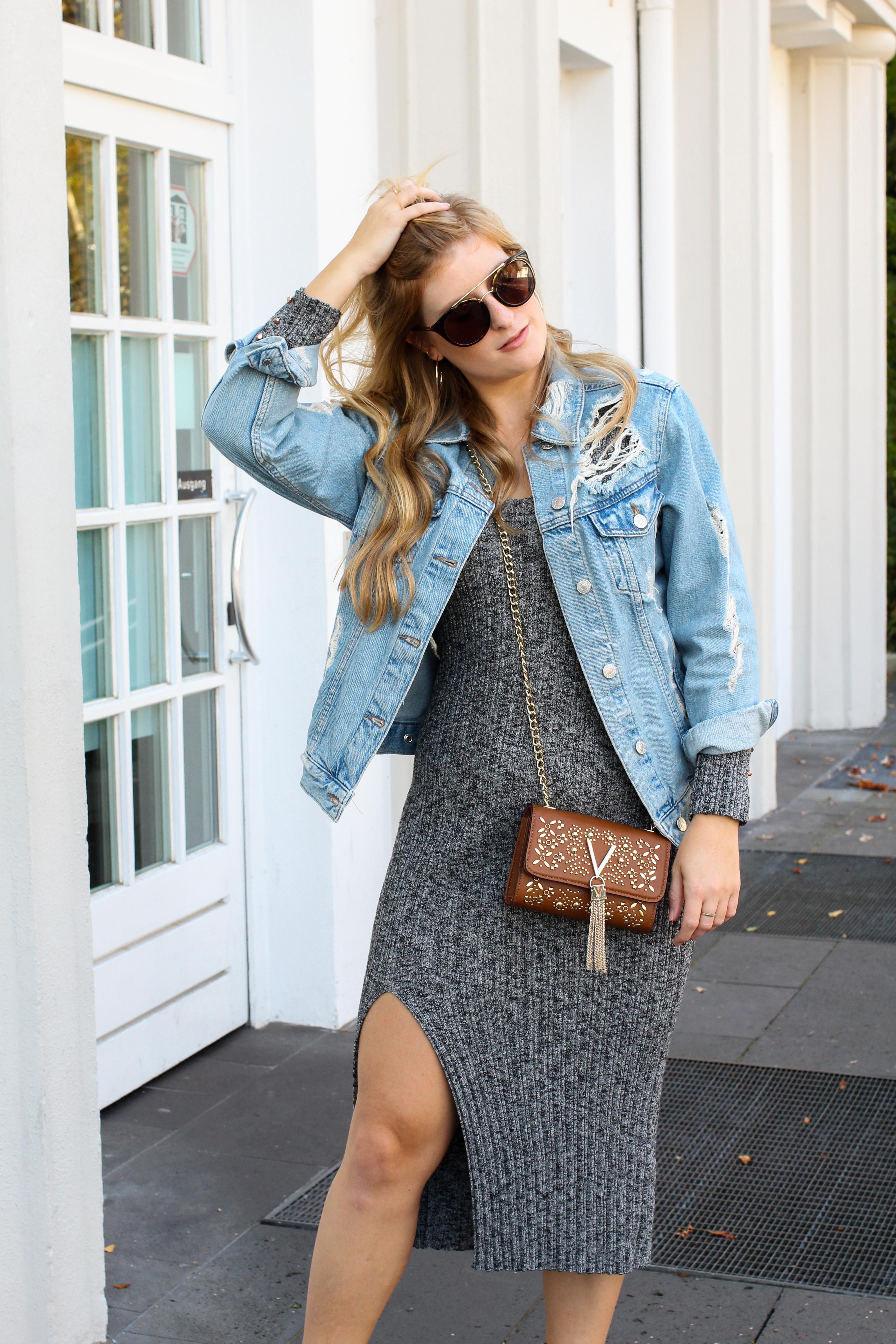 Herbstfavorit Wollkleid grau kombinieren Outfit rosa samt Heels Stiefeletten Jeansjacke Valentino Handbags Fashion Blog Bonn Herbstoutfit 8