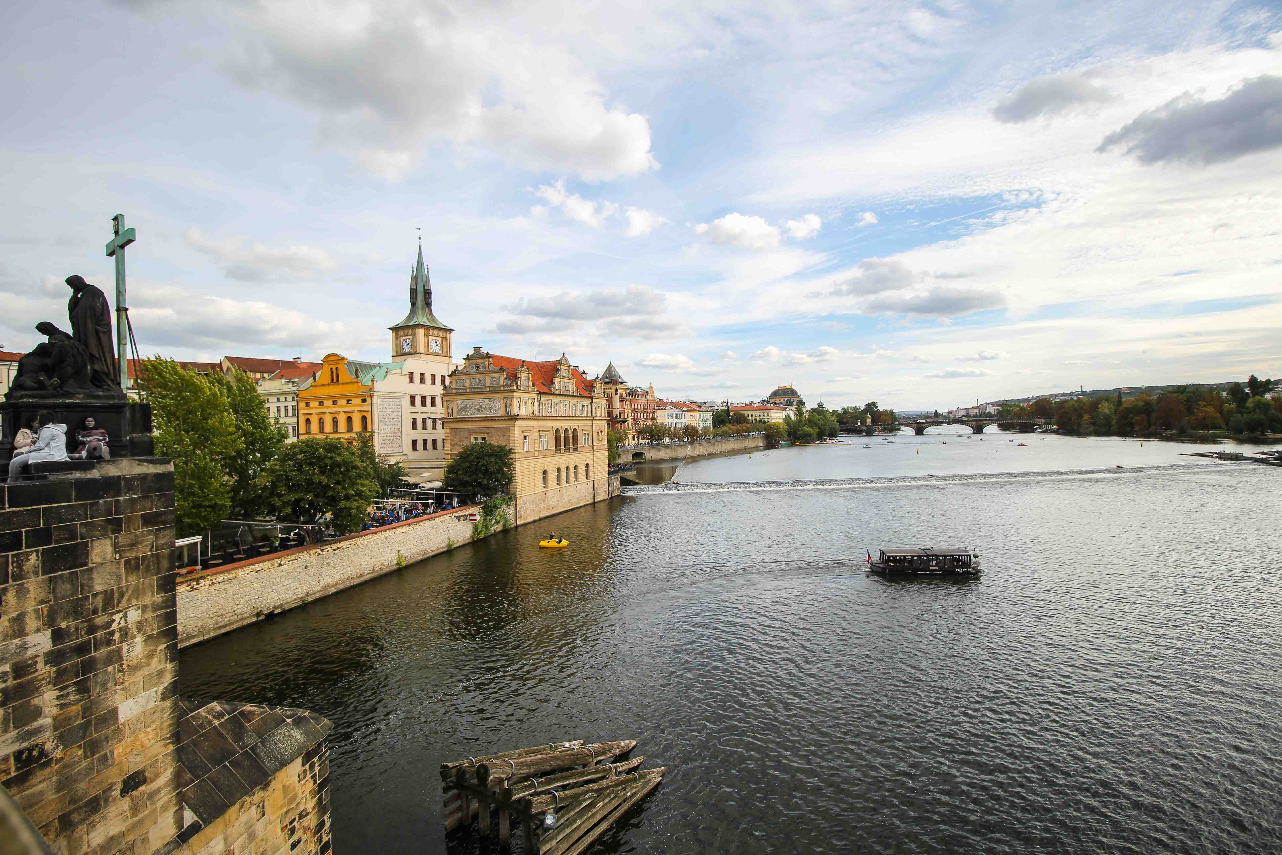 Top 10 Tipps Kurztrip Prag Karlsbrücke Blick Moldau Sehenswürdigkeiten Prag Insidertipps Reiseblog