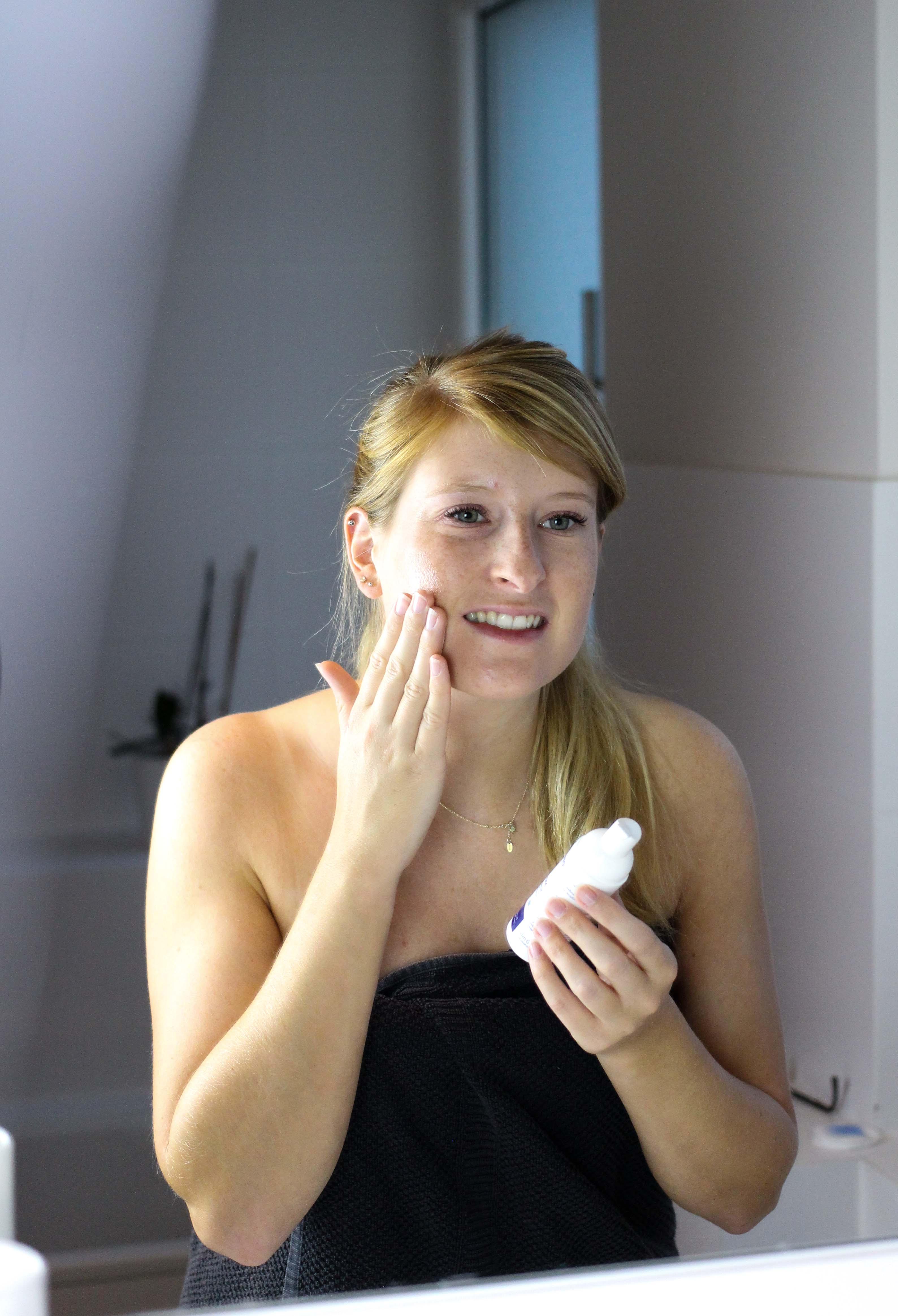 Blogger Adventskalender Gewinnspiel Dermasence Hautpflege Winter Urlaubs-Reiseset Mousse Reisegröße Beauty Blogger Tipps Anwendung 2