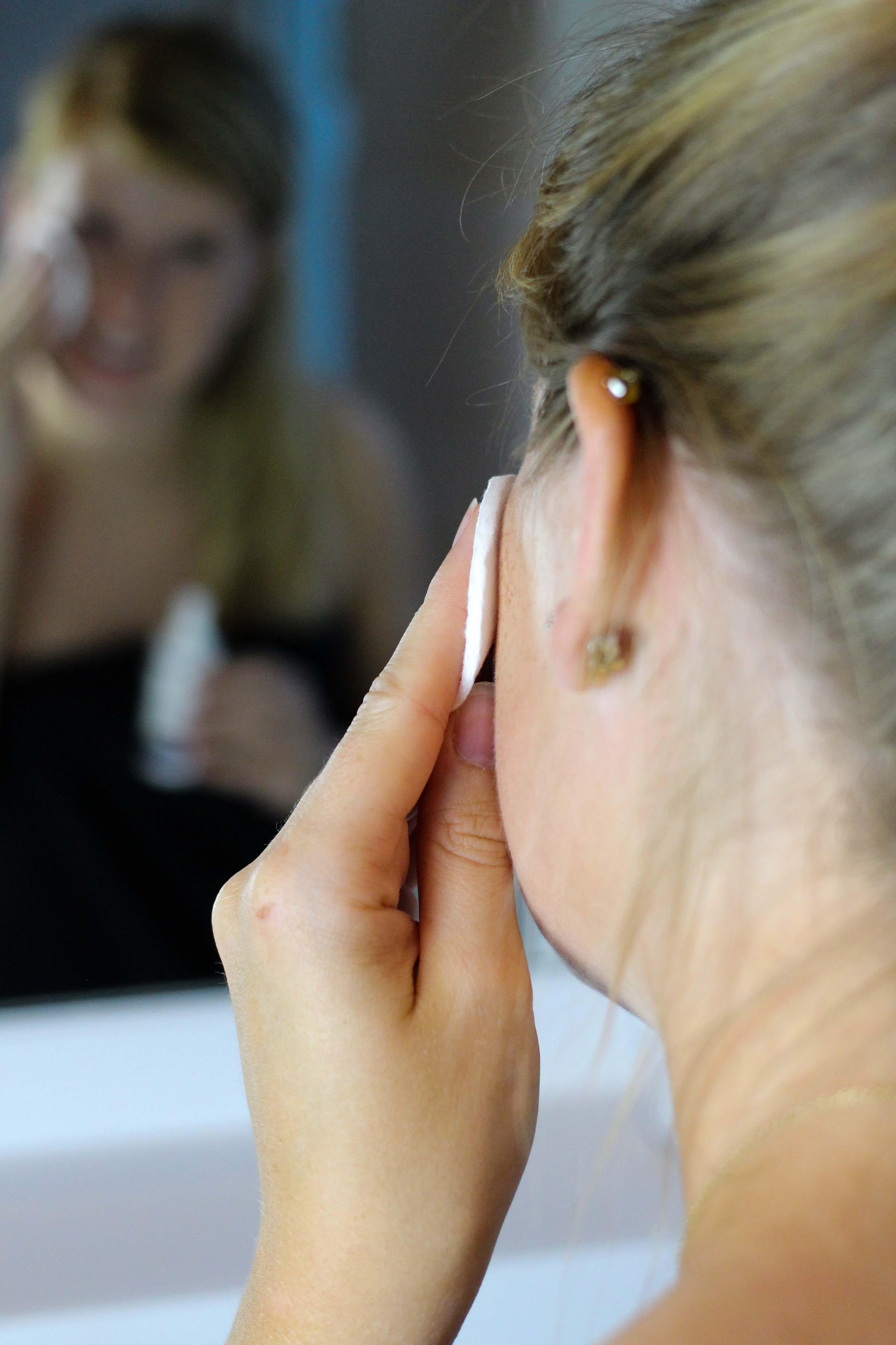 Blogger Adventskalender Gewinnspiel Dermasence Hautpflege Winter Urlaubs-Reiseset Tonic Gesichtsreinigung Reisegröße Beauty Blogger Tipps Anwendung 2