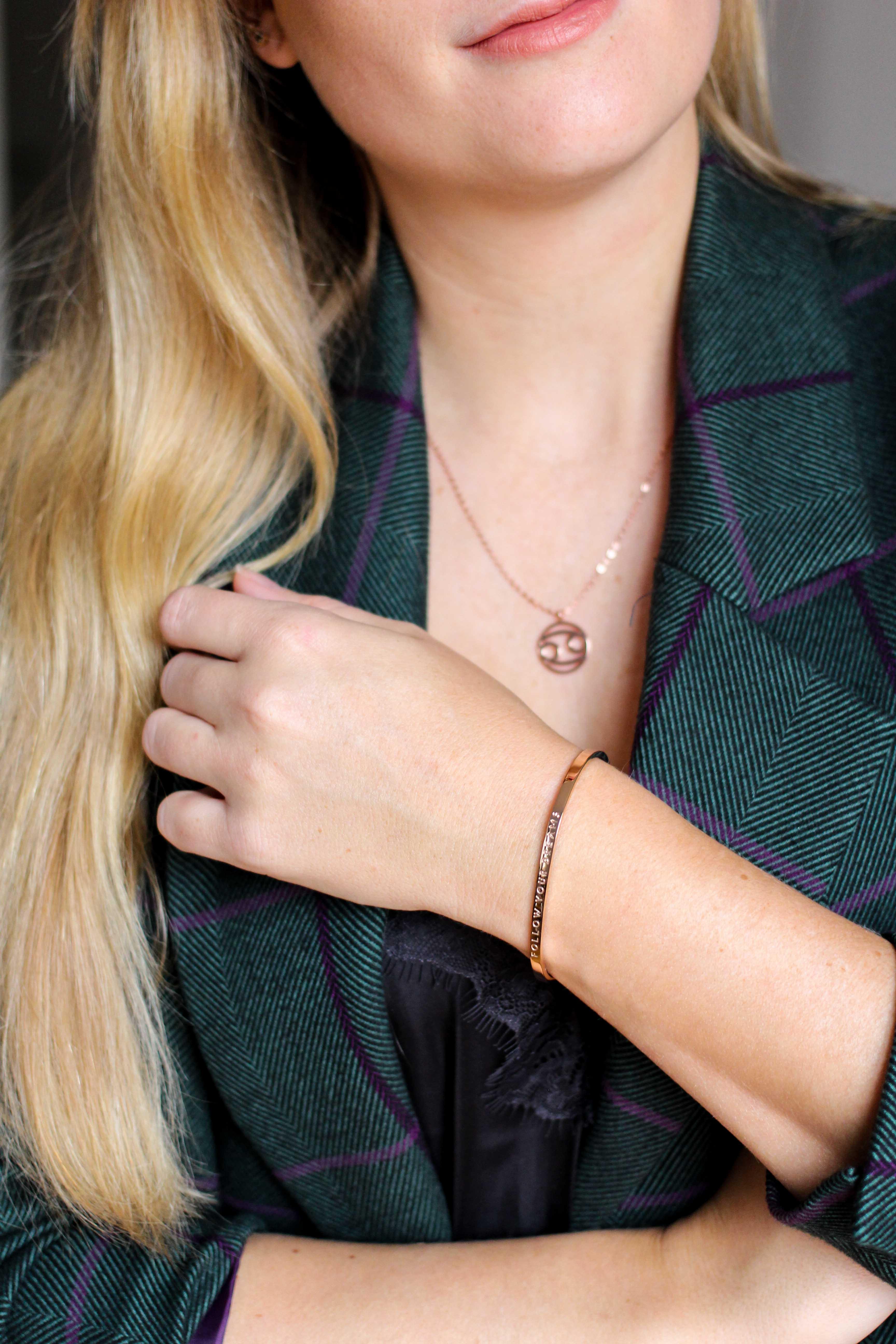 Blogger Adventskalender simple pledge Schmuck individualisieren Halskette Sternzeichen Armreif Blogger Deutschland