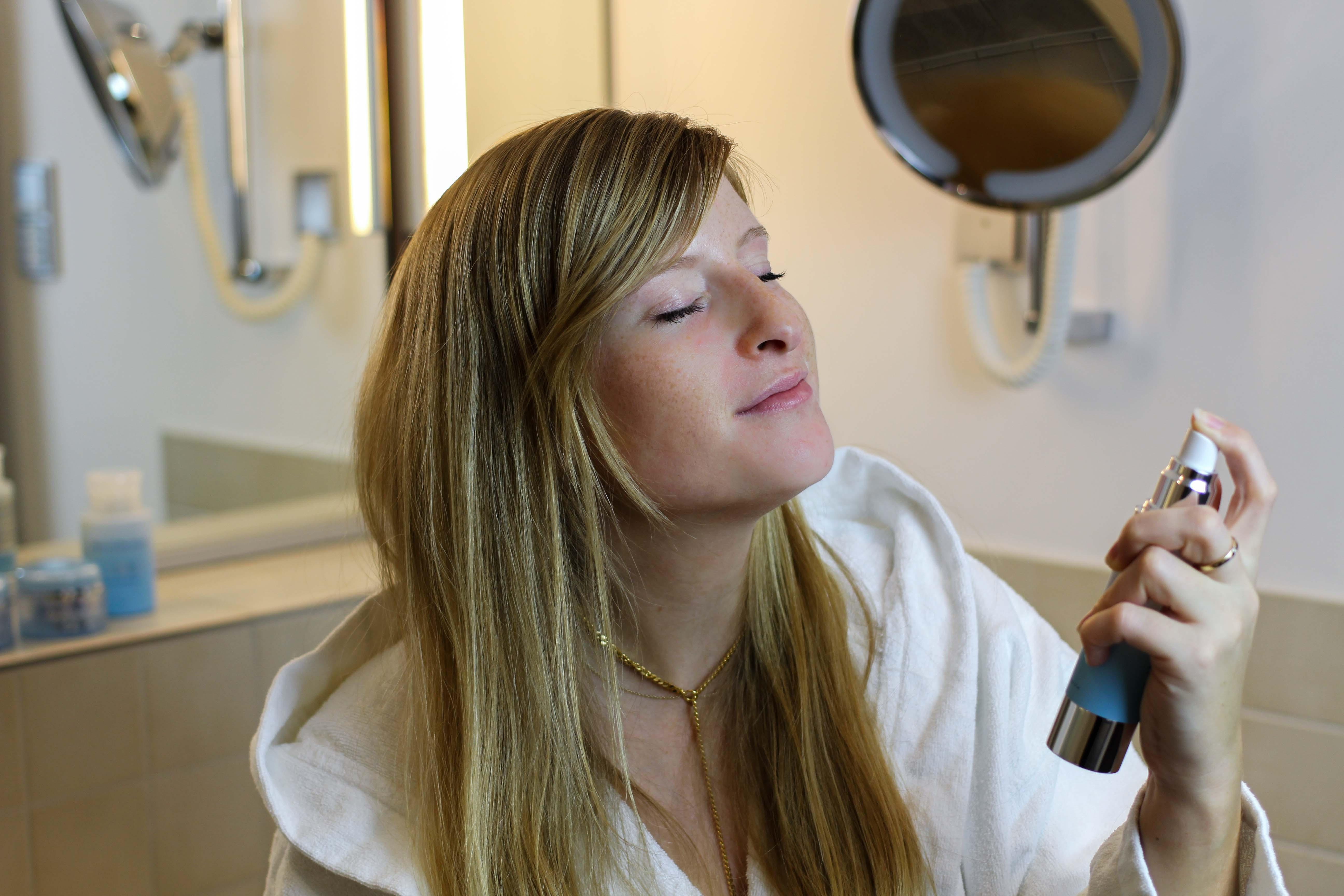 Adventskalender Gewinnspiel Blogger SuperFruit Pflege-Set Beauté Pacifique SuperFruit Hydrating Face Mist Beauty Blogger Anwendung