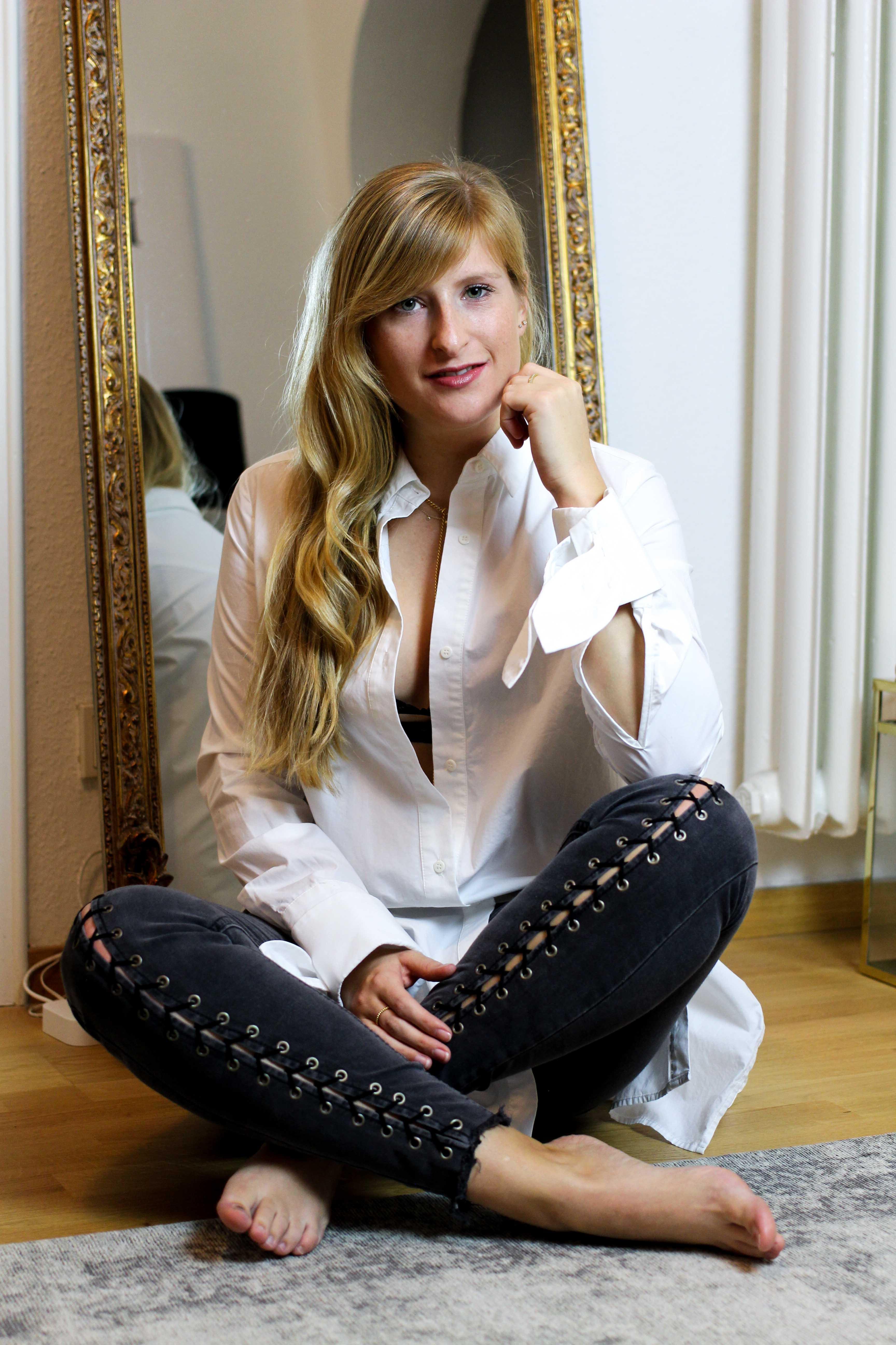 Interior Blogger Flur gestalten Möbel Motive Pixers Einrichten Tipps Flur Spiegel Teppich