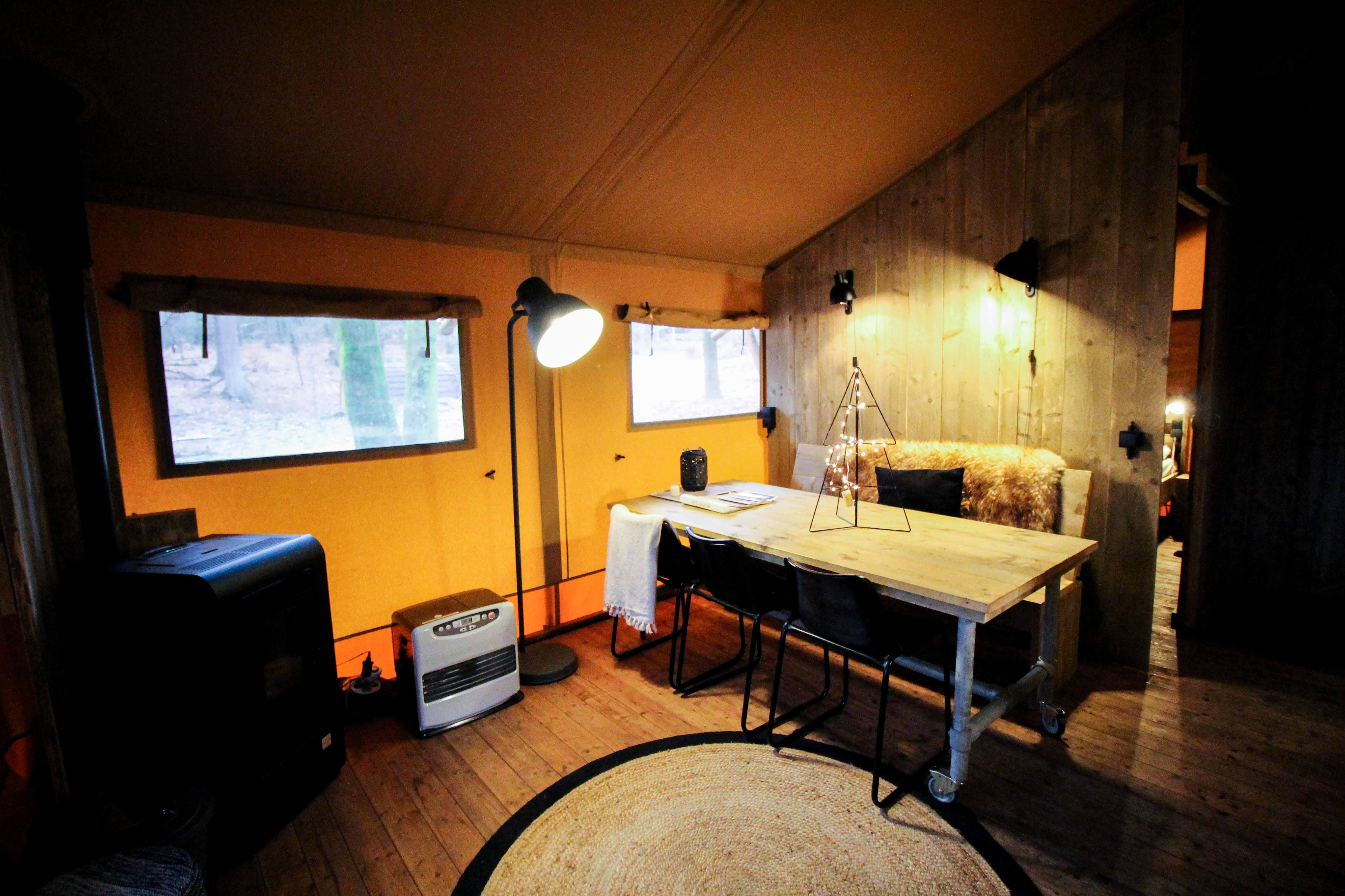 Glamping in Holland Luxuscamping Buitenplaats Beekhuizen Arnheim das andere Holland Reiseblog Zelt Lodgetent Ofen