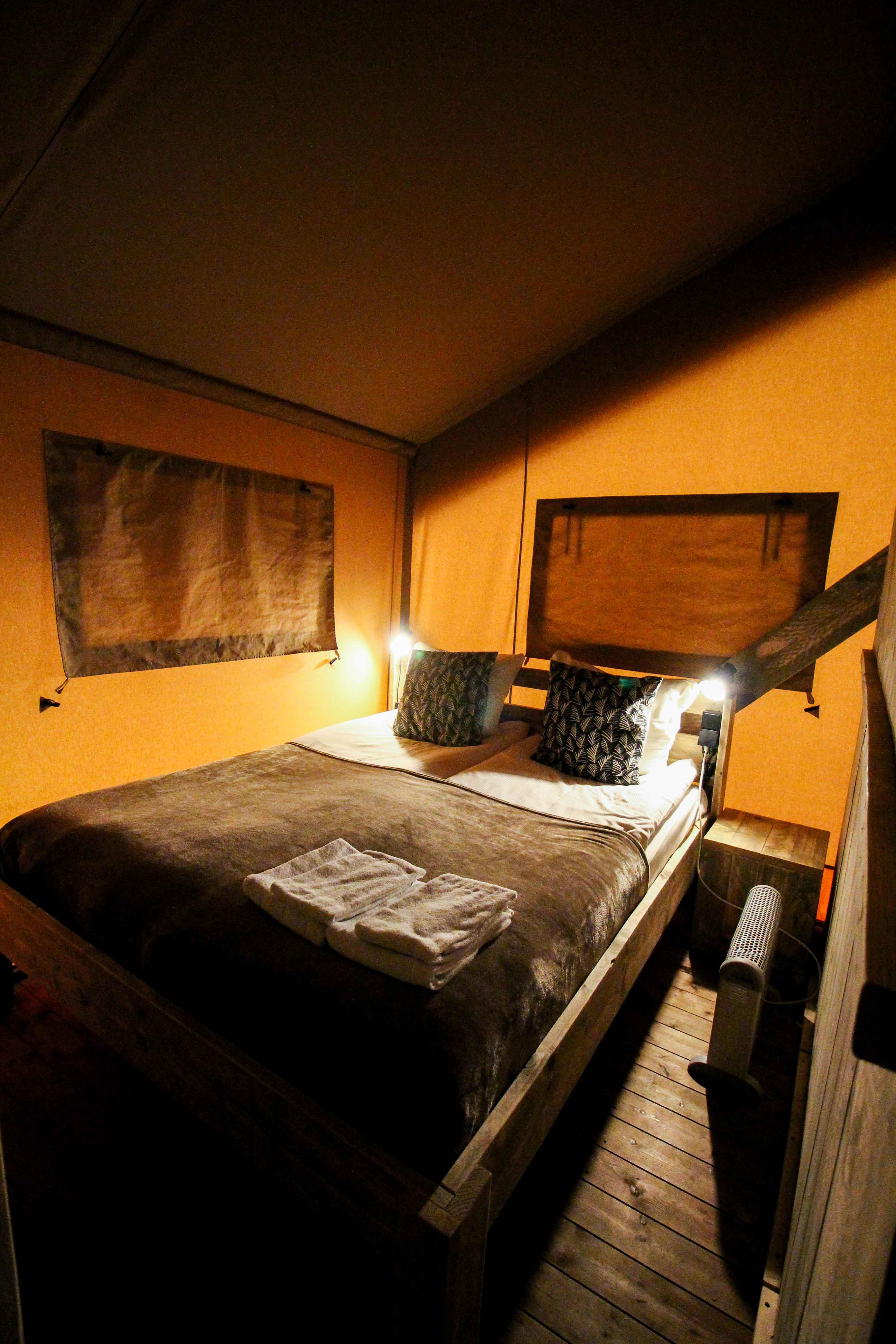 Glamping in Holland Luxuscamping Buitenplaats Beekhuizen Arnheim das andere Holland Reiseblog Zelt Lodgetent Schlafzimmer