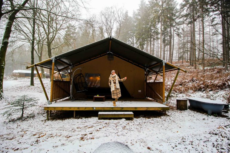 Glamping in Holland Luxuscamping Buitenplaats Beekhuizen Arnheim das andere Holland Reiseblog Zelt Lodgetent Wellness Schnee