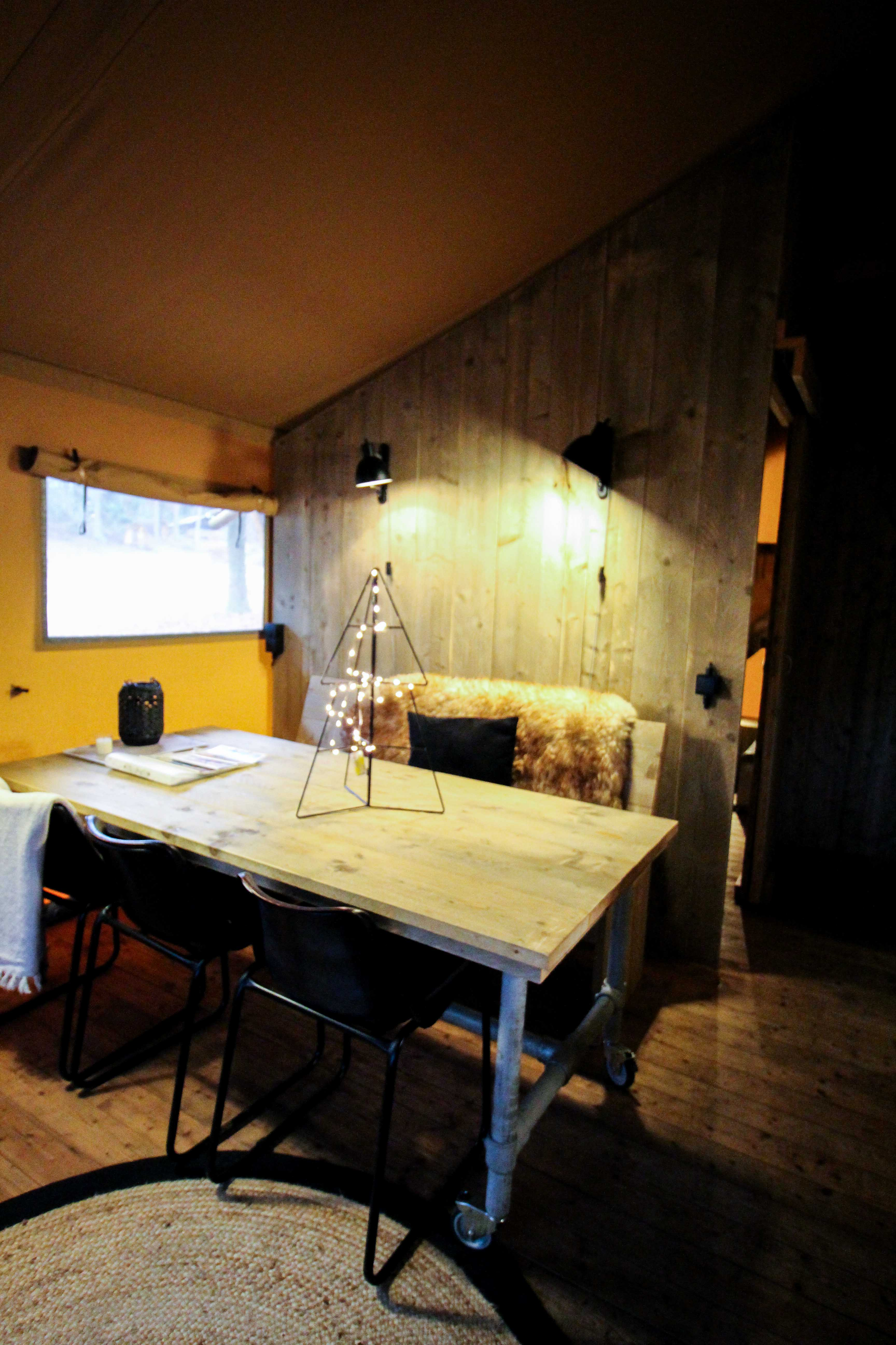 Glamping in Holland Luxuscamping Buitenplaats Beekhuizen Arnheim das andere Holland Reiseblog Zelt Lodgetent Wohnraum