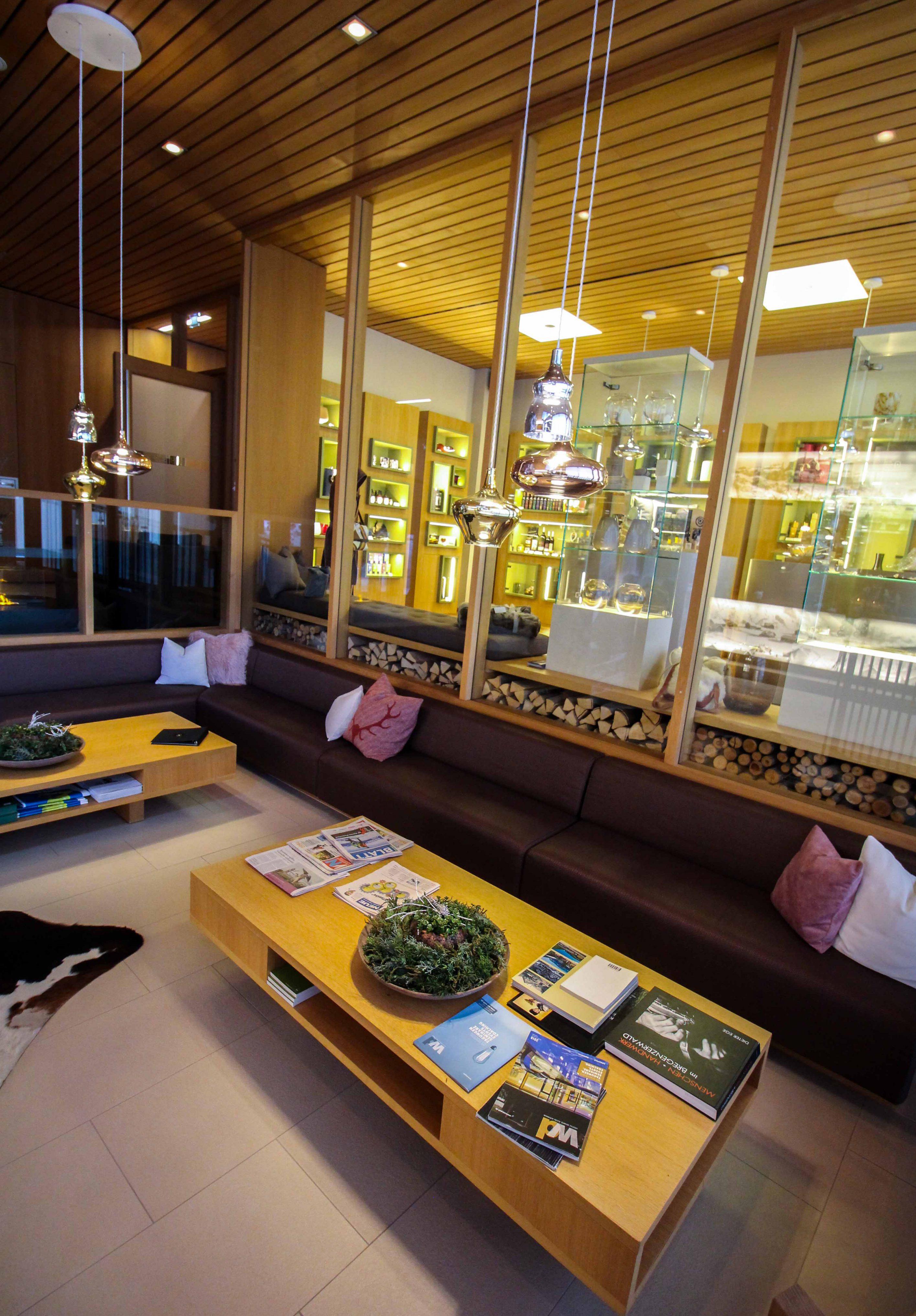 Wellnesswochenende Österreich Sonne Lifestyle Resort Mellau Rezeption Wellnesshotel Bregenzerwald Reiseblog