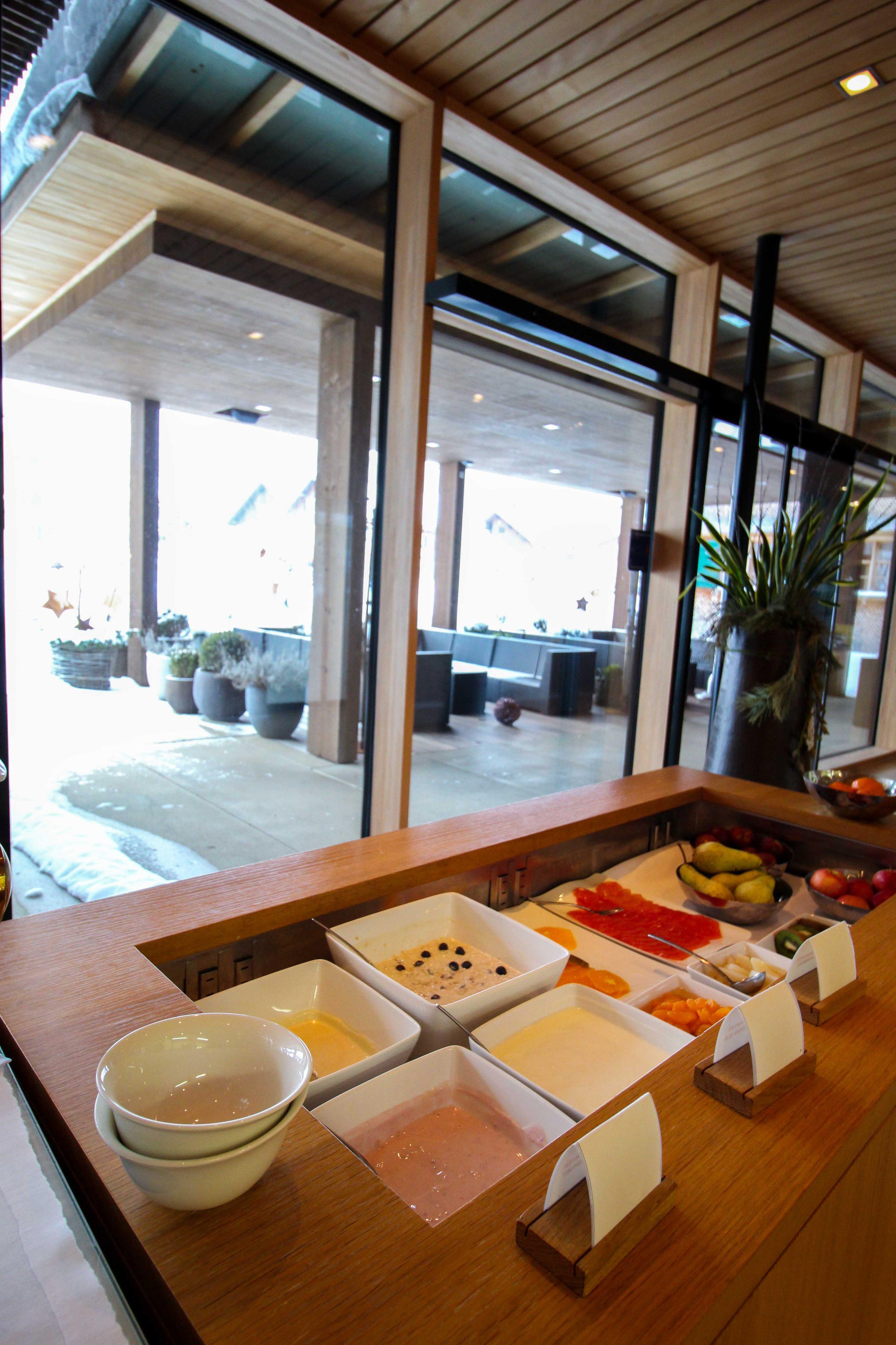 Wellnesswochenende Österreich Sonne Lifestyle Resort Mellau Wellnesshotel Bregenzerwald Gourmetpension Frühstück Buffet Reiseblog