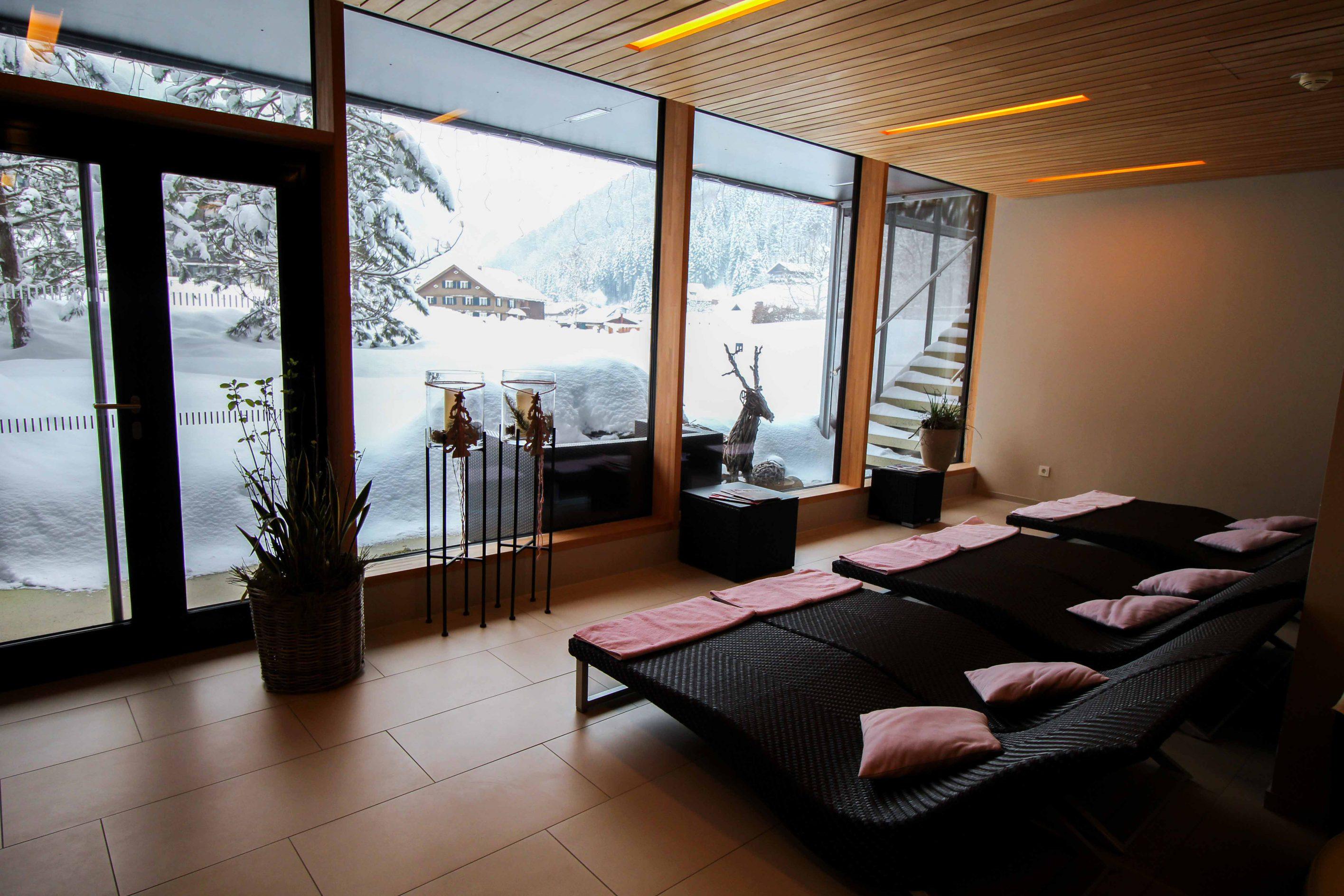 Wellnesswochenende Österreich Sonne Lifestyle Resort Mellau Wellnesshotel Bregenzerwald Wellnessbereich Ruheraum Reiseblog